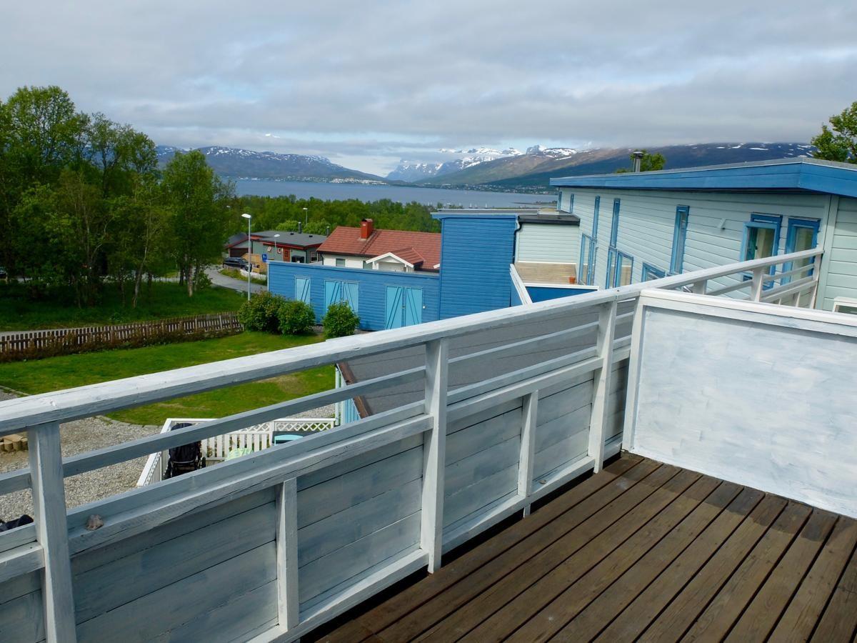 Vestavinden 65 er en meget innbydende og koselig duplex (toetasjes leilighet) med svært attraktiv beliggenhet i Bo-I-Nord