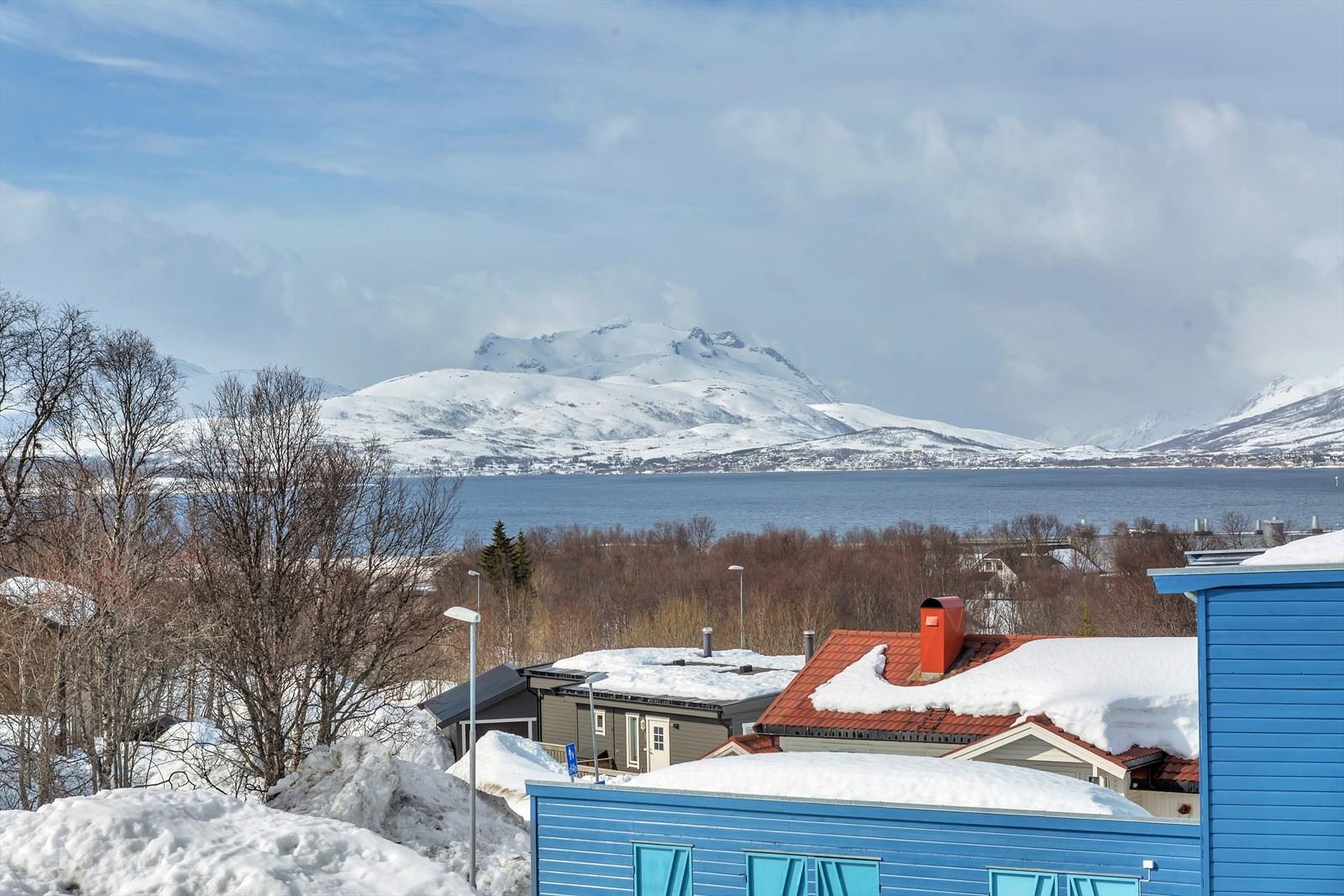 Fin sikt mot sundet og Kvaløya
