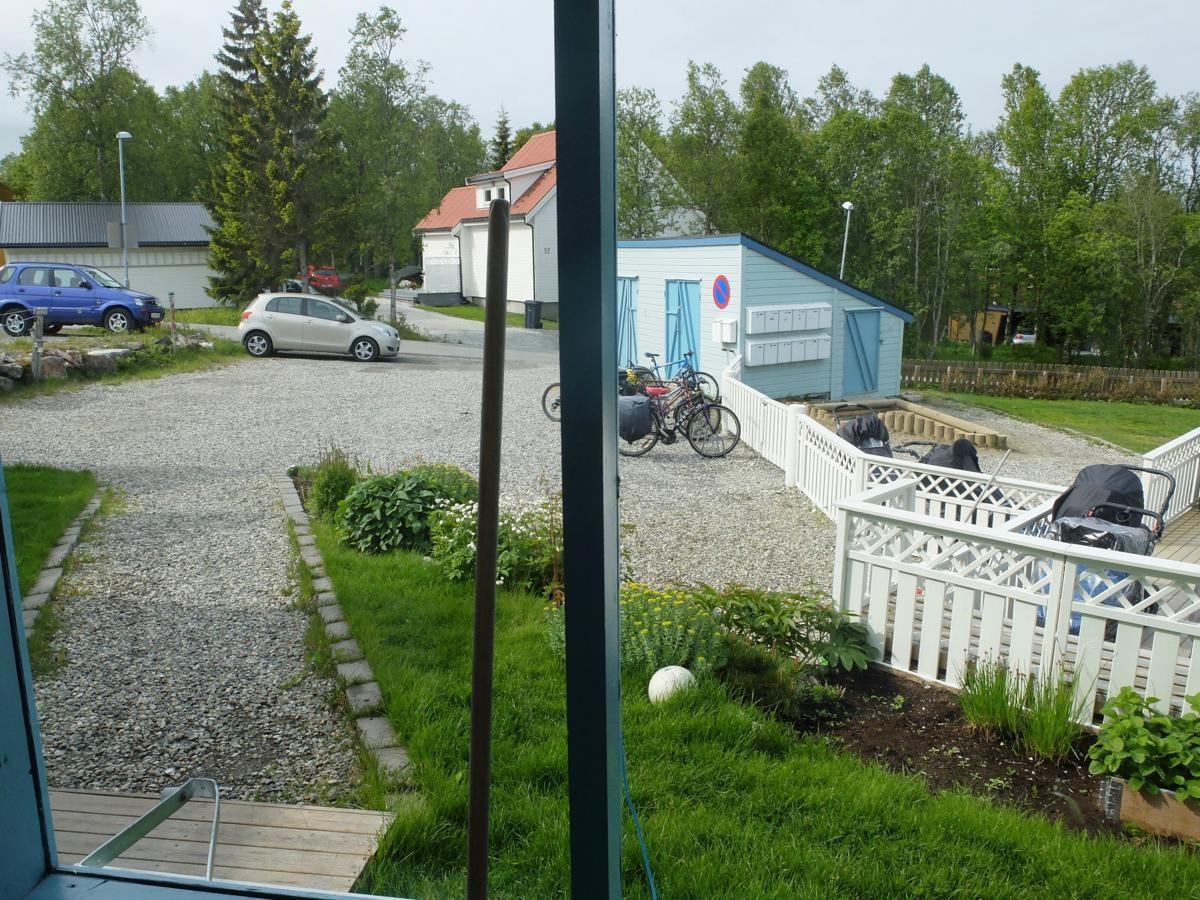 Pent opparbeidet eiendom. Til boligen er det parkering på plassen du ser