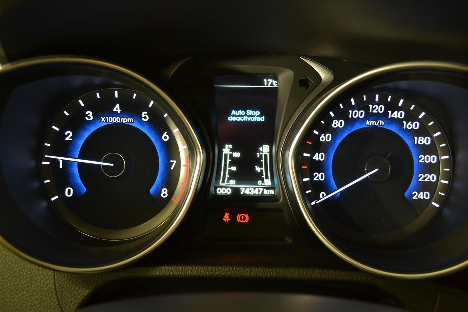 Hyundai i30 Slide 14