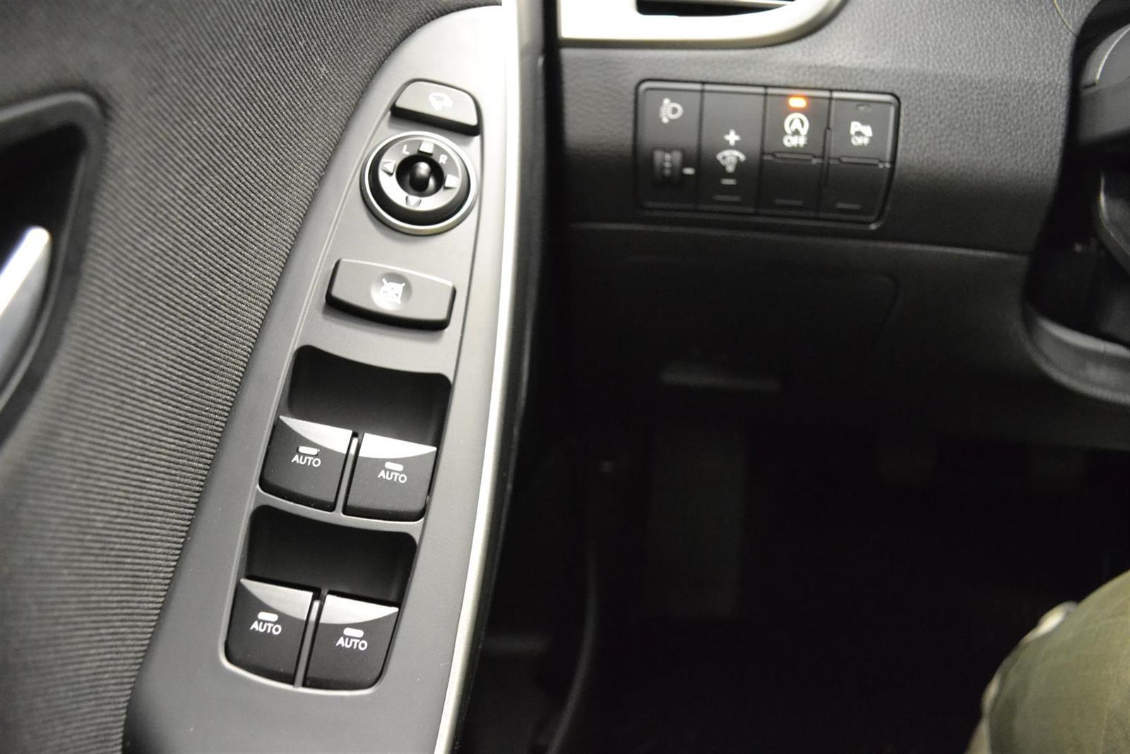 Hyundai i30 Slide 13