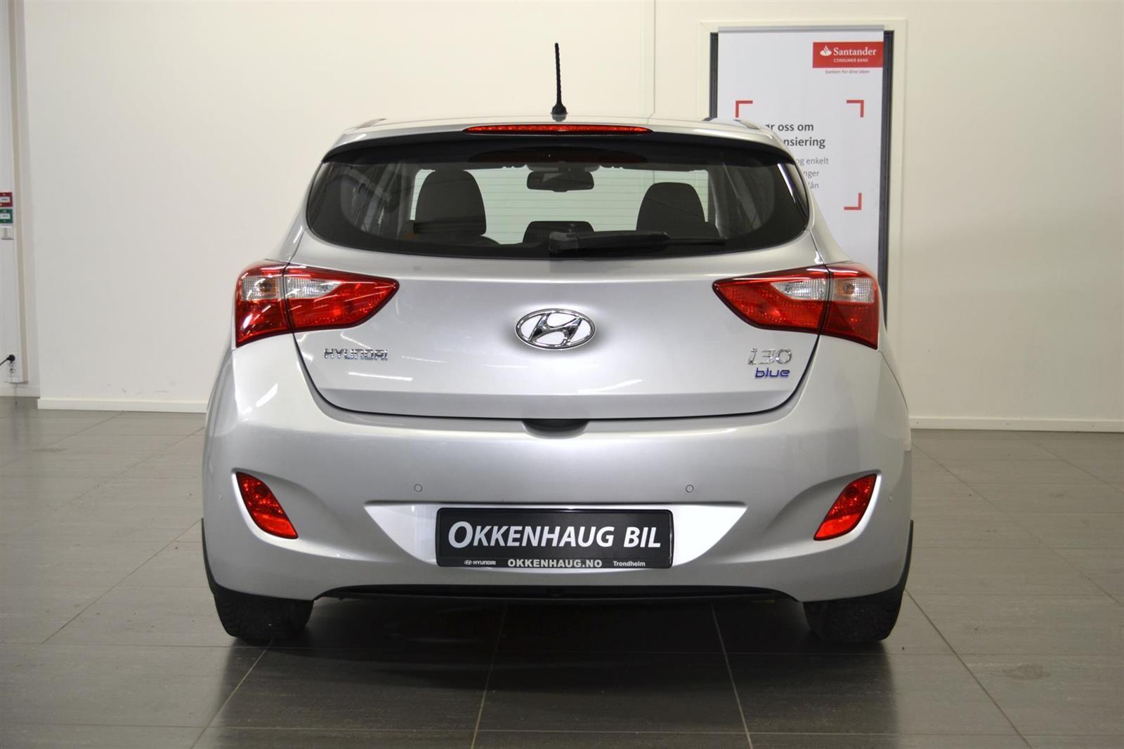Hyundai i30 Slide 4