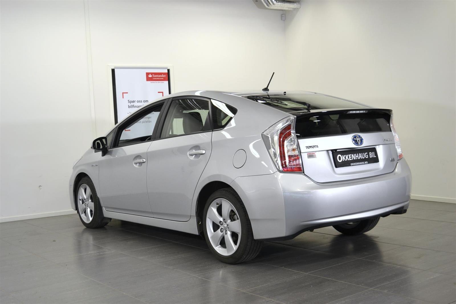 Toyota Prius Slide 3
