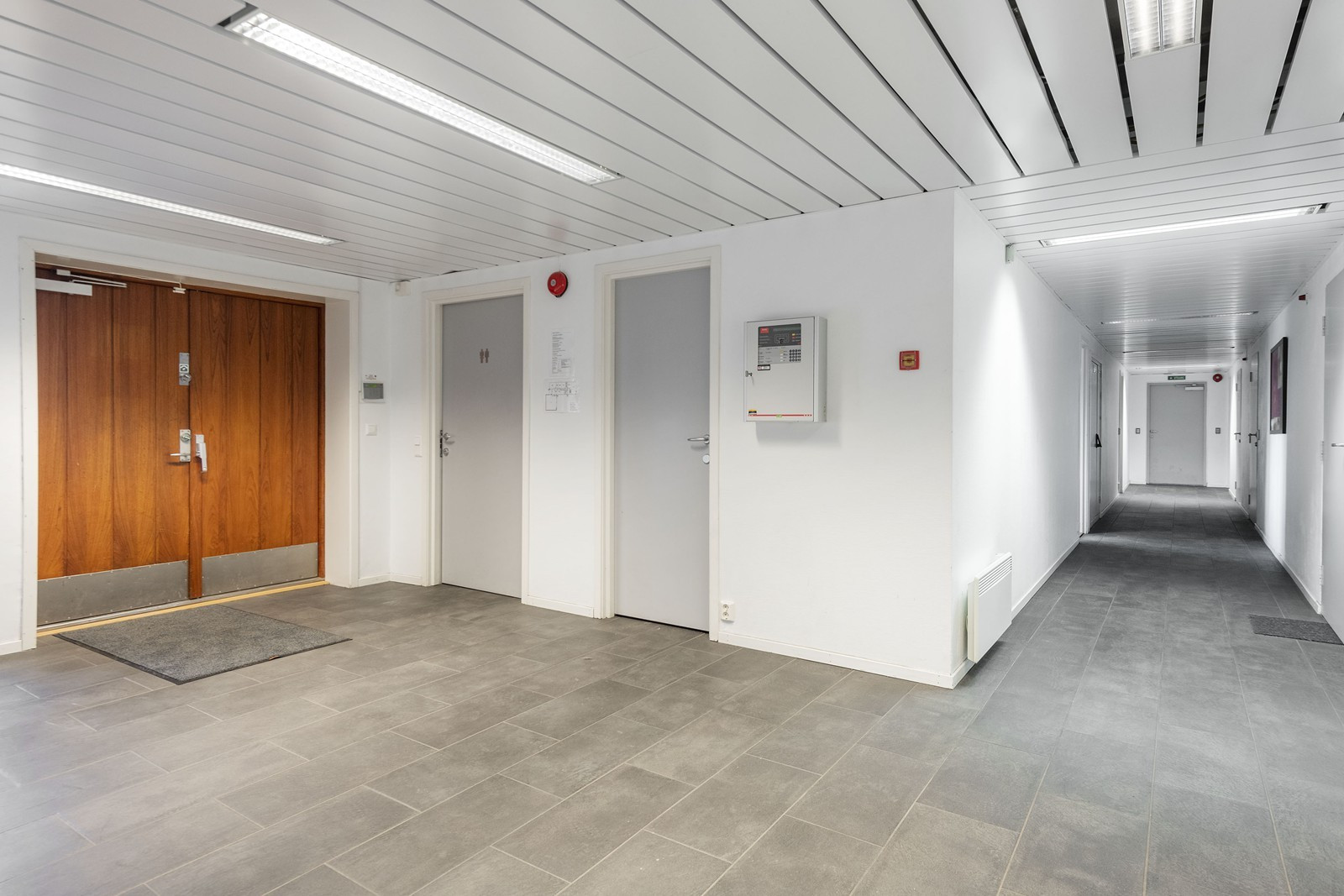 Inngang kontordel/fellesarealer 1. etasje