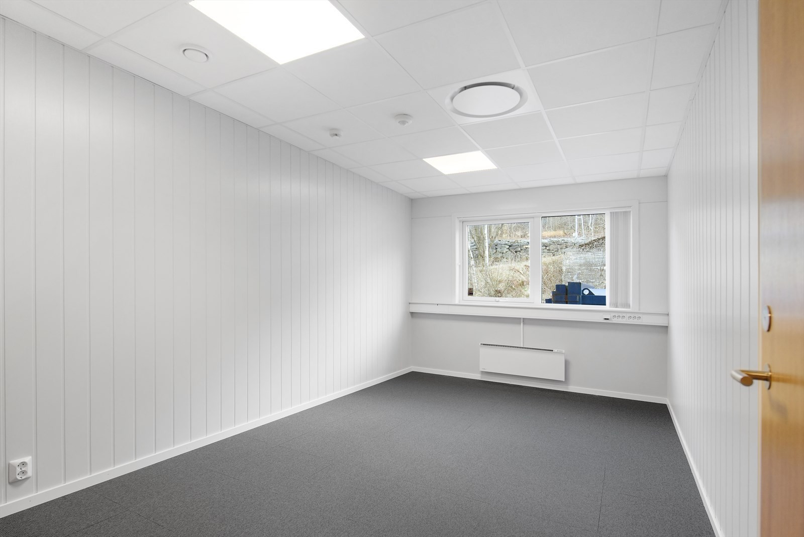 Etter avtale tilpasses ledige kontorlokaler i 2. etasje iht leietakers kravspesifikasjoner.