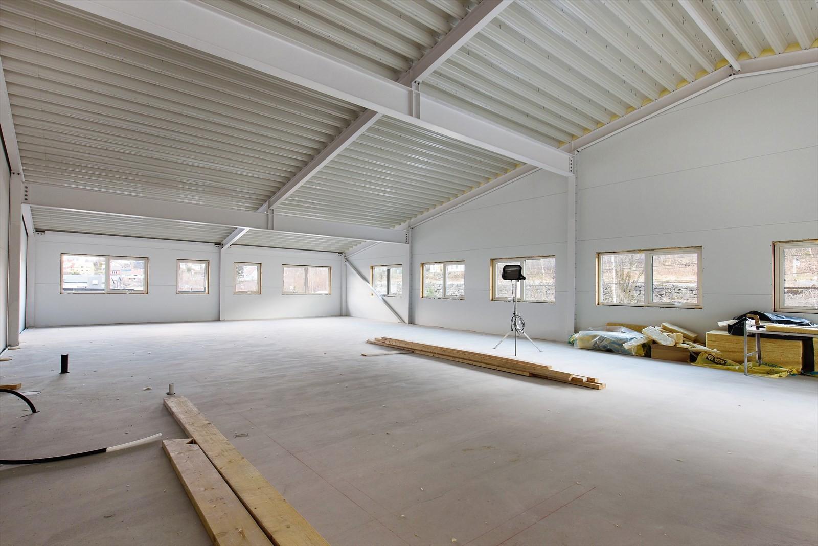 I byggets 2. etasje er det luftige og lyse lokaler som venter på nye leietakere.