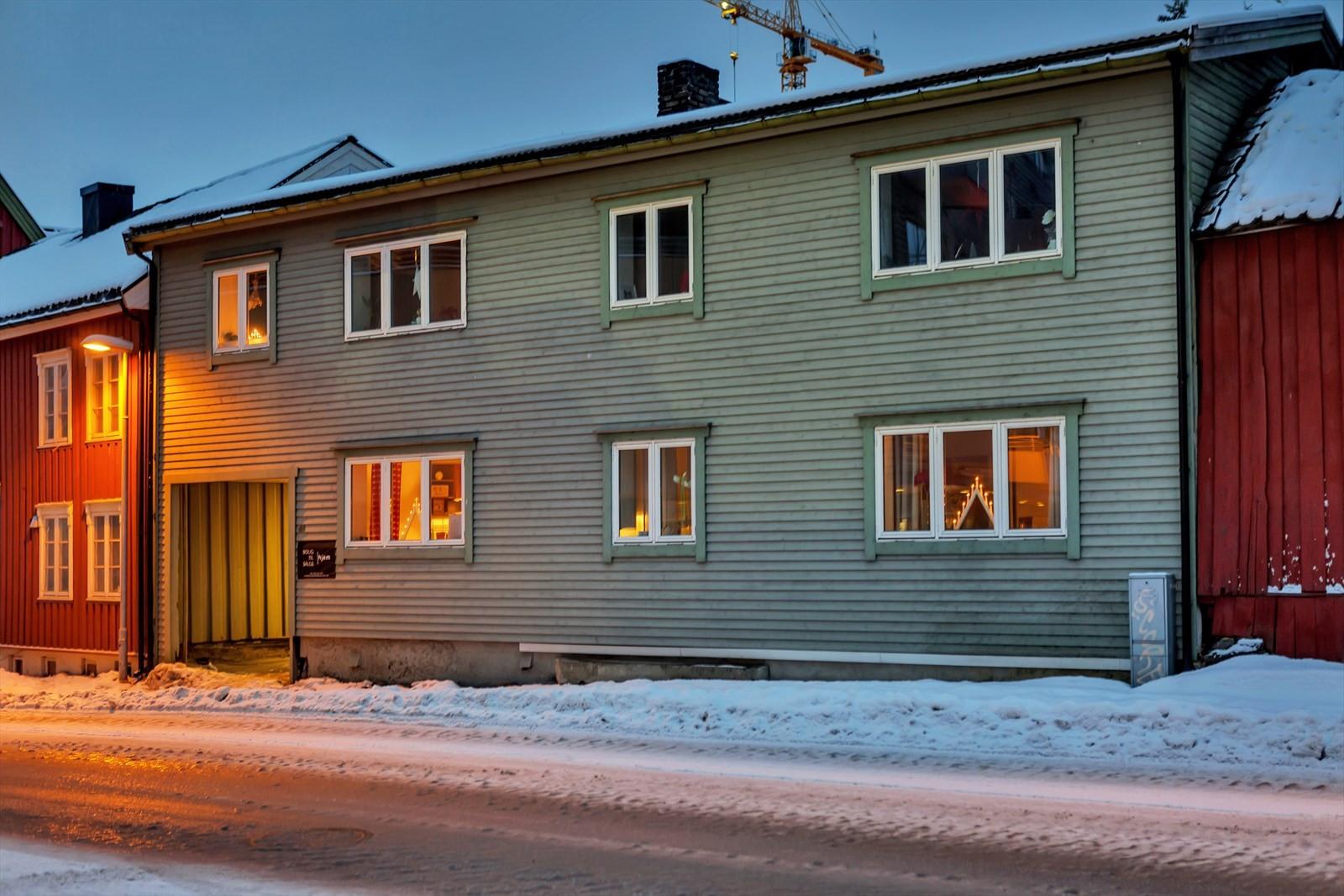 Bygget er en gammel Tromsø gård hvor det for mange år siden var butikk