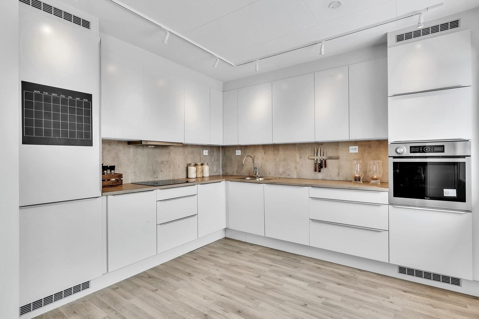 Integrerte hvitevarer med ovn i høyskap