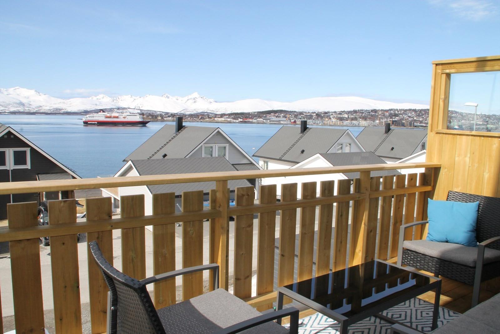 Utsikt fra balkong.