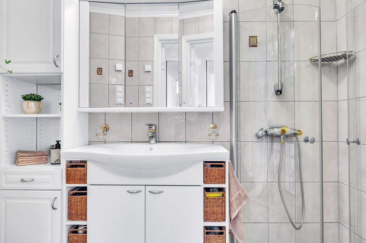 Flislagt bad med varmekabler i gulv