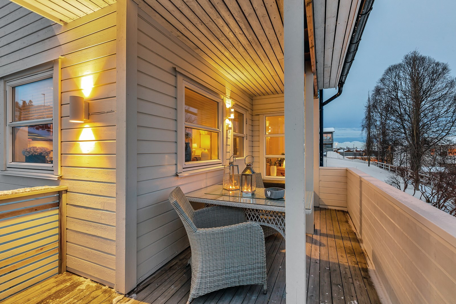 Delvis overbygget terrasse