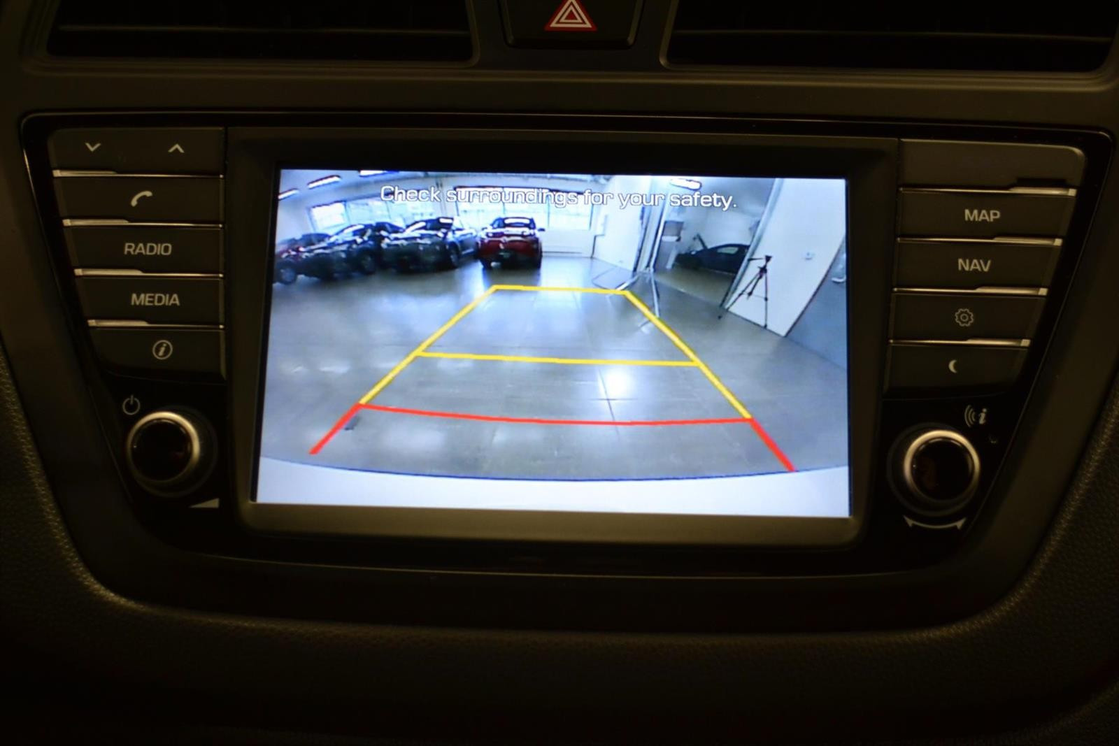 Hyundai i20 Slide 13