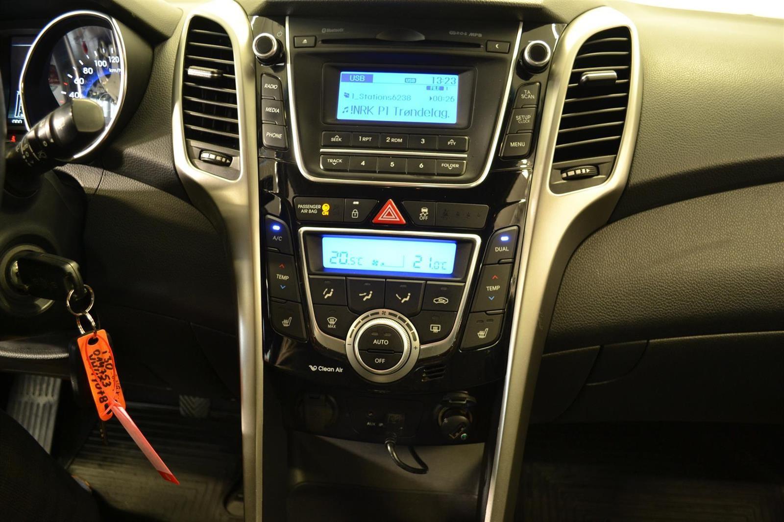 Hyundai i30 Slide 15