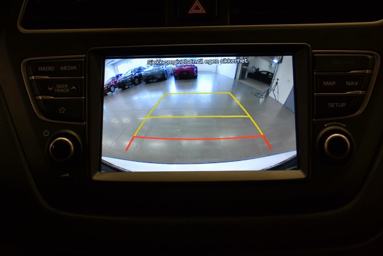 Hyundai i20 Slide 16