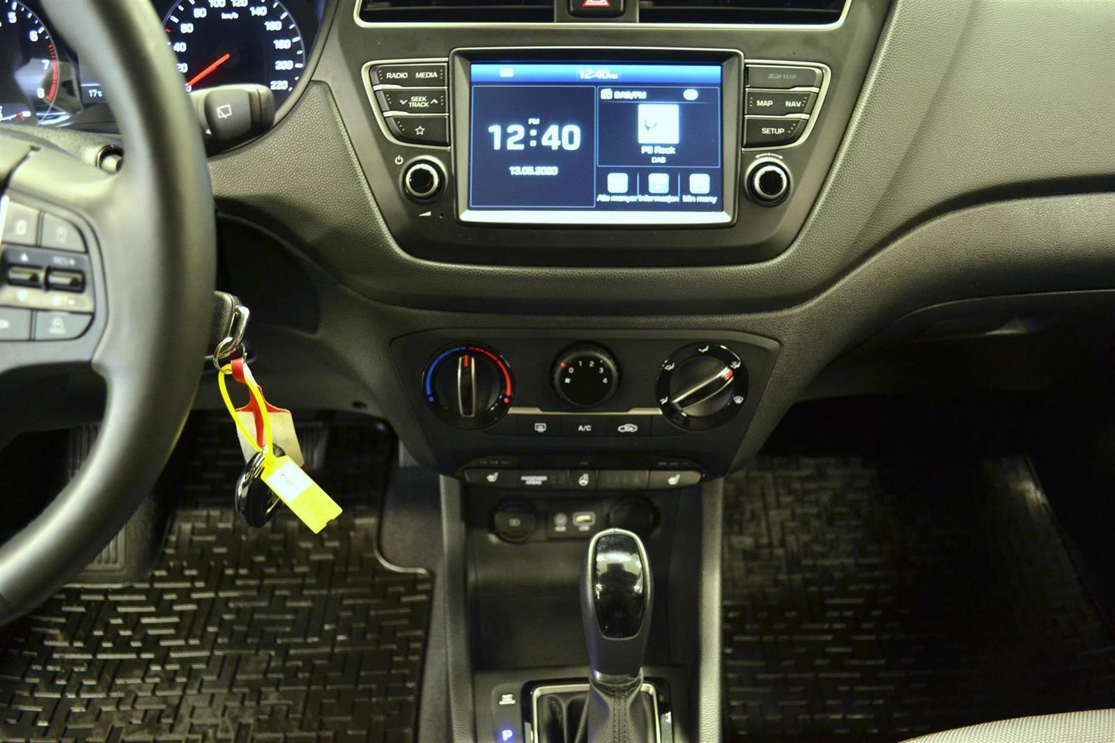 Hyundai i20 Slide 15