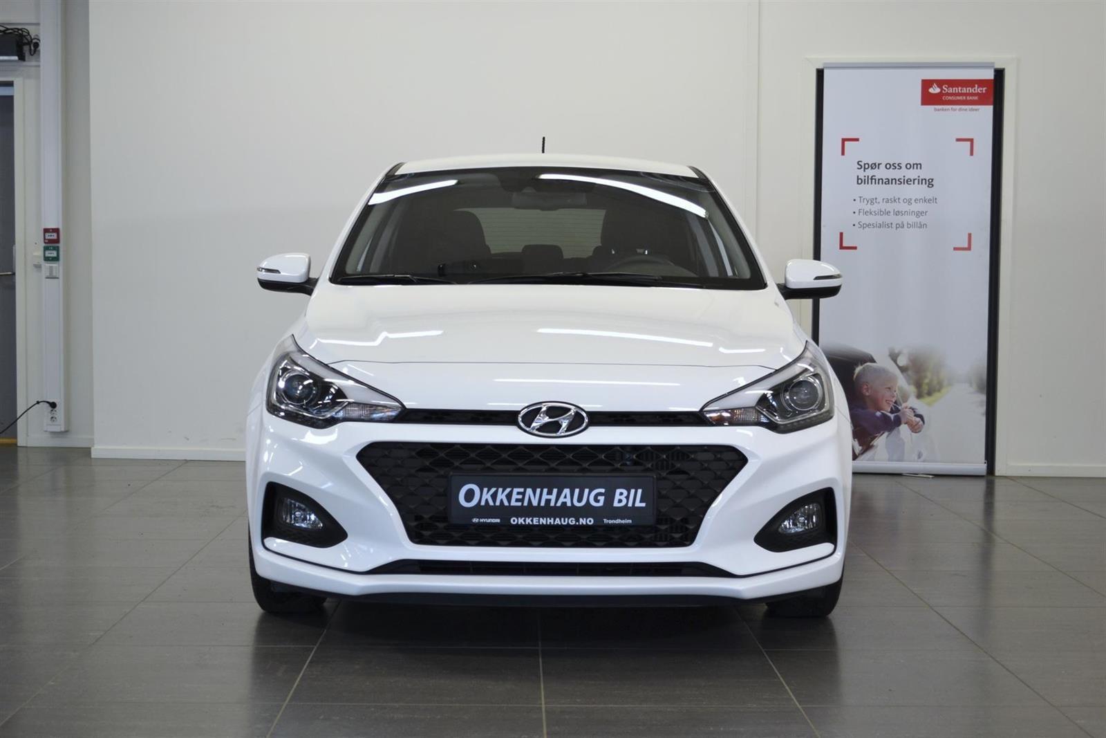 Hyundai i20 Slide 1