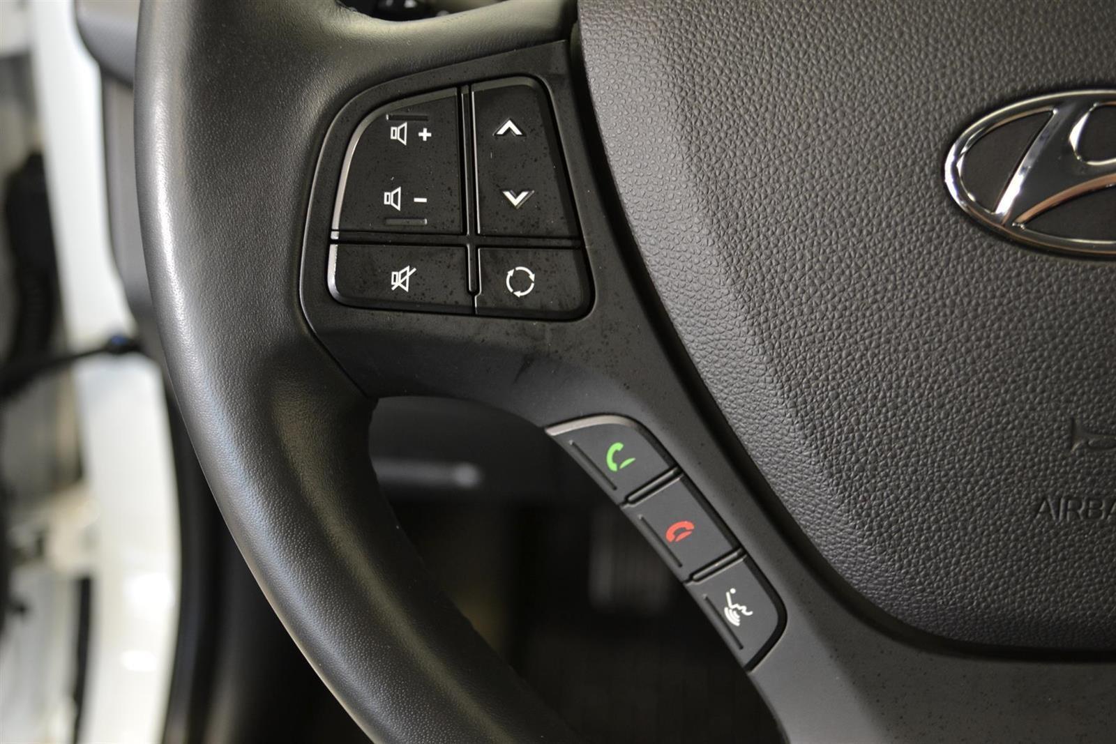 Hyundai i10 Slide 12