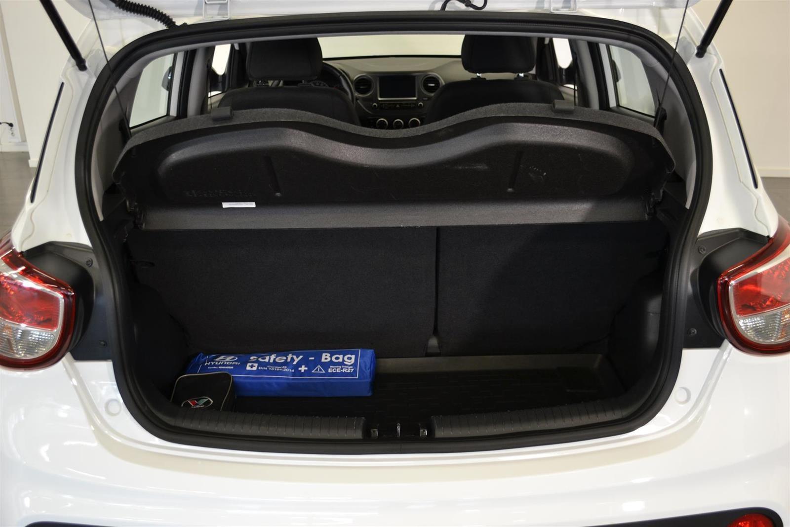Hyundai i10 Slide 6