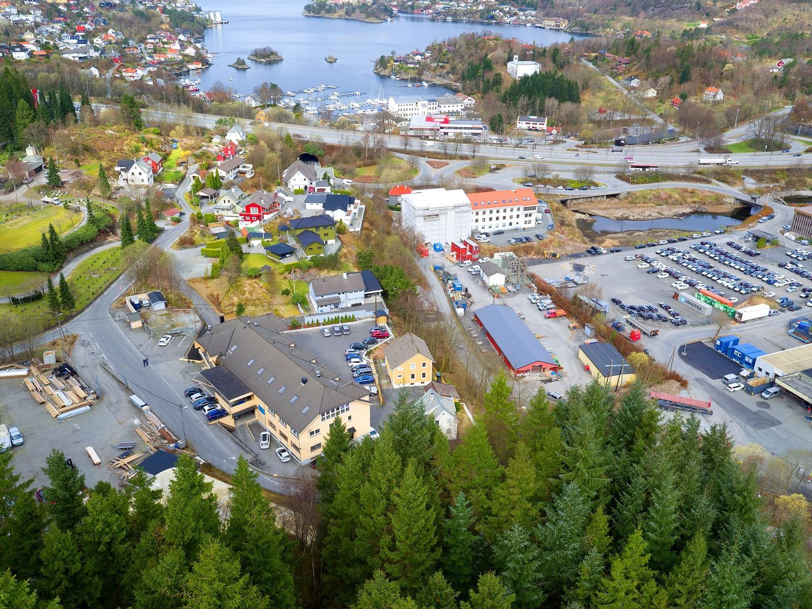 Jordalsveien 17 - Like ved E39, midt mellom Bergen sentrum og Åsane.