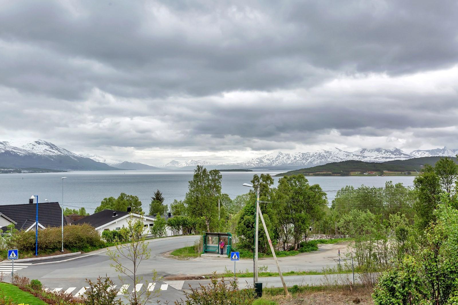 Nydelig utsikt mot Sandnessundet, Tromsøya, nørmijøet og Håkøya.