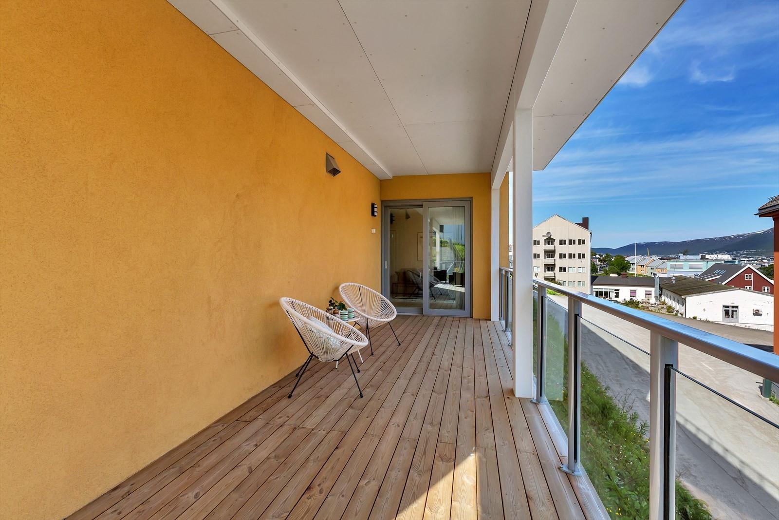 Terrasse med utgang fra stue via skyvedør