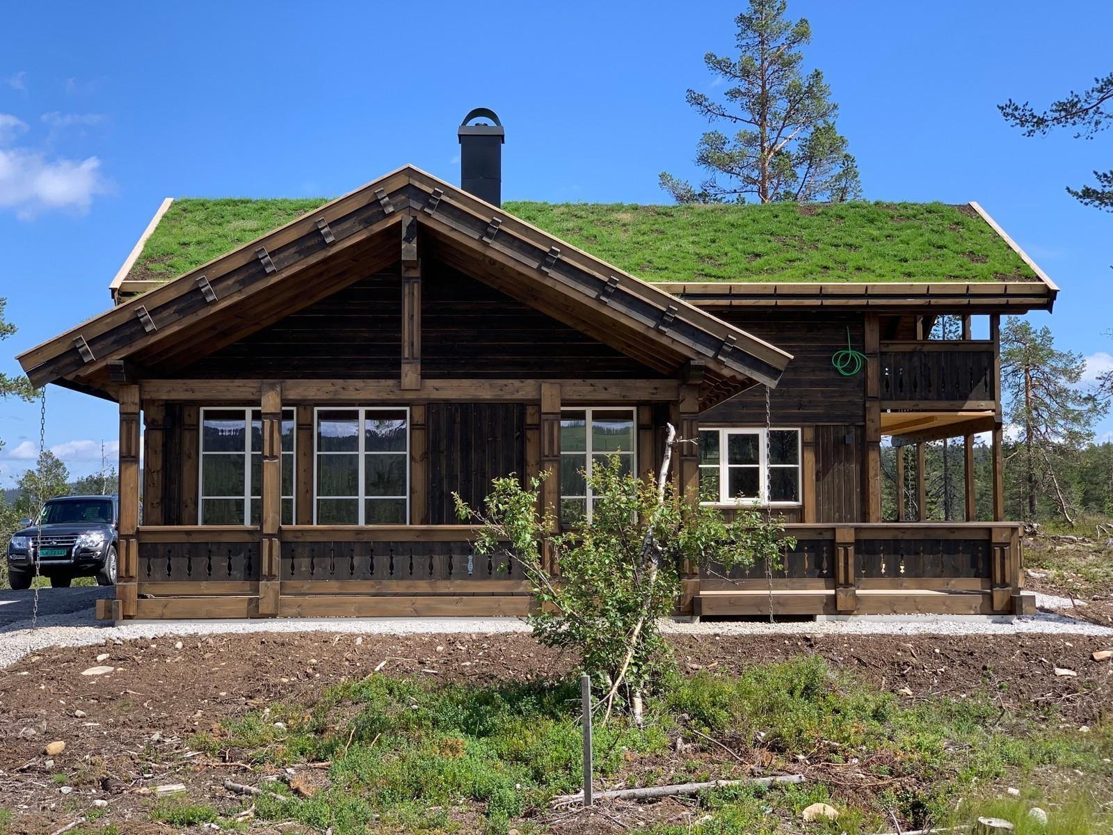 Dette er vår fantastiske Tradisjons hytte modell, TIUR. Dette er en spesialtilpasset hytte, der våre arkitekter har tegnet en perfekt og stor hytte for hele den store familien - med barn & barnebarn! Kundetilpasninger og kunde tilvalg er vist på bildene!