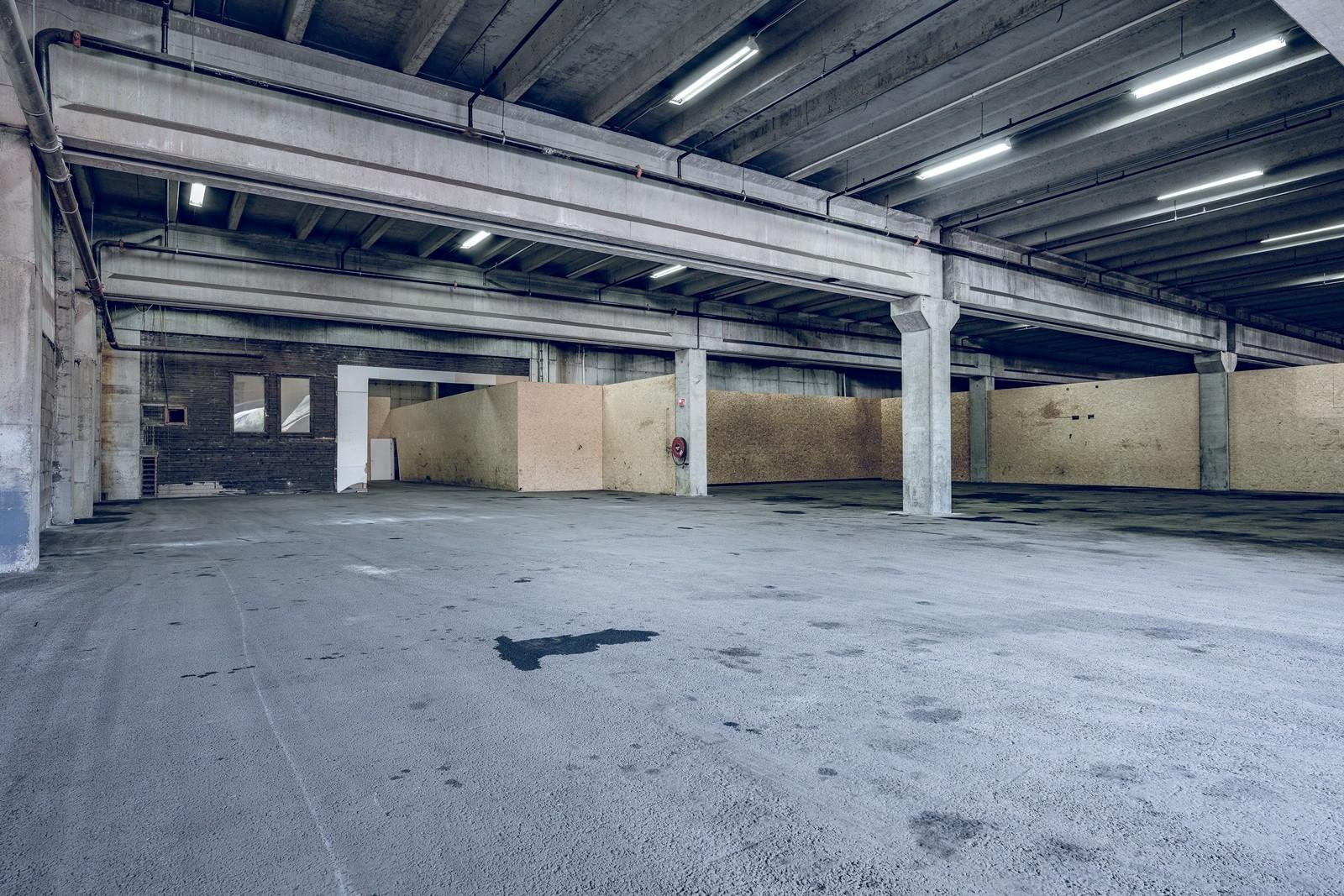 Åpent lagerlokale som kan deles opp om nødvendig. Mulighet for tilkobling oljeutskiller.