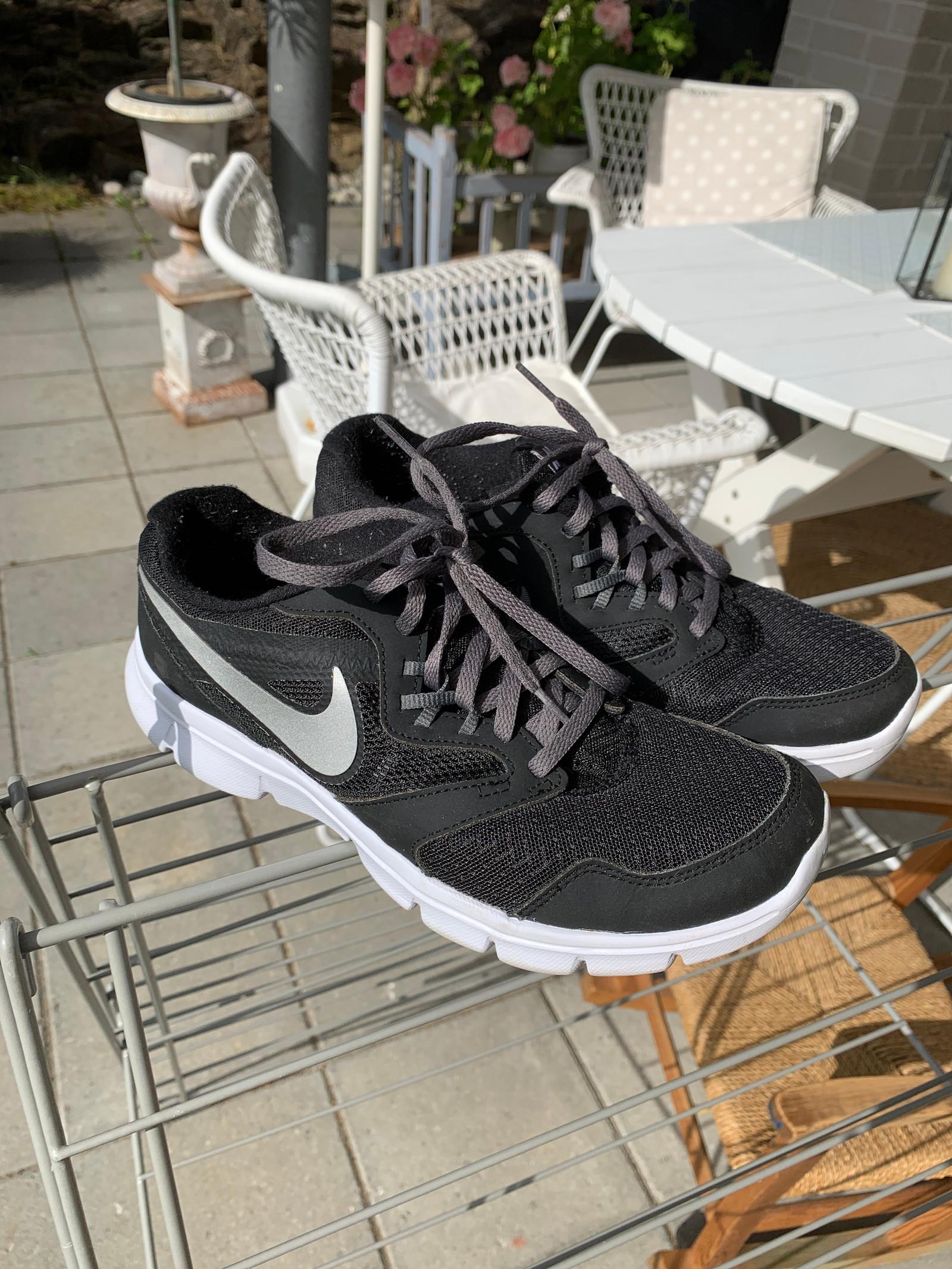 helt sorte nike sko