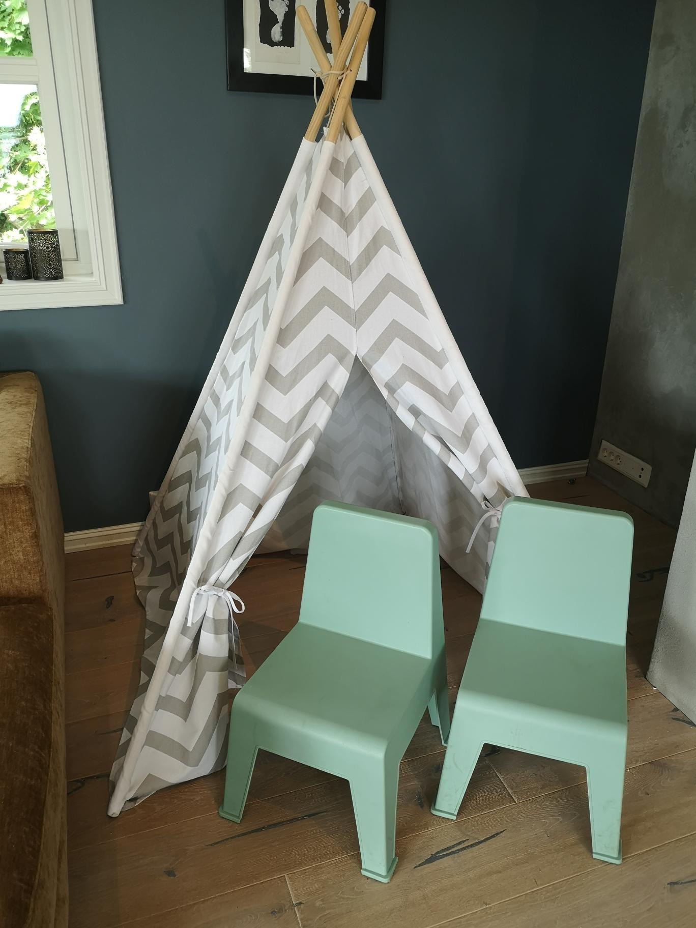 Teepee telt og 2 barnestoler i dus turkis | FINN.no