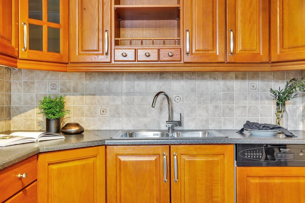 Kjøkken med mye opbevaringsplass