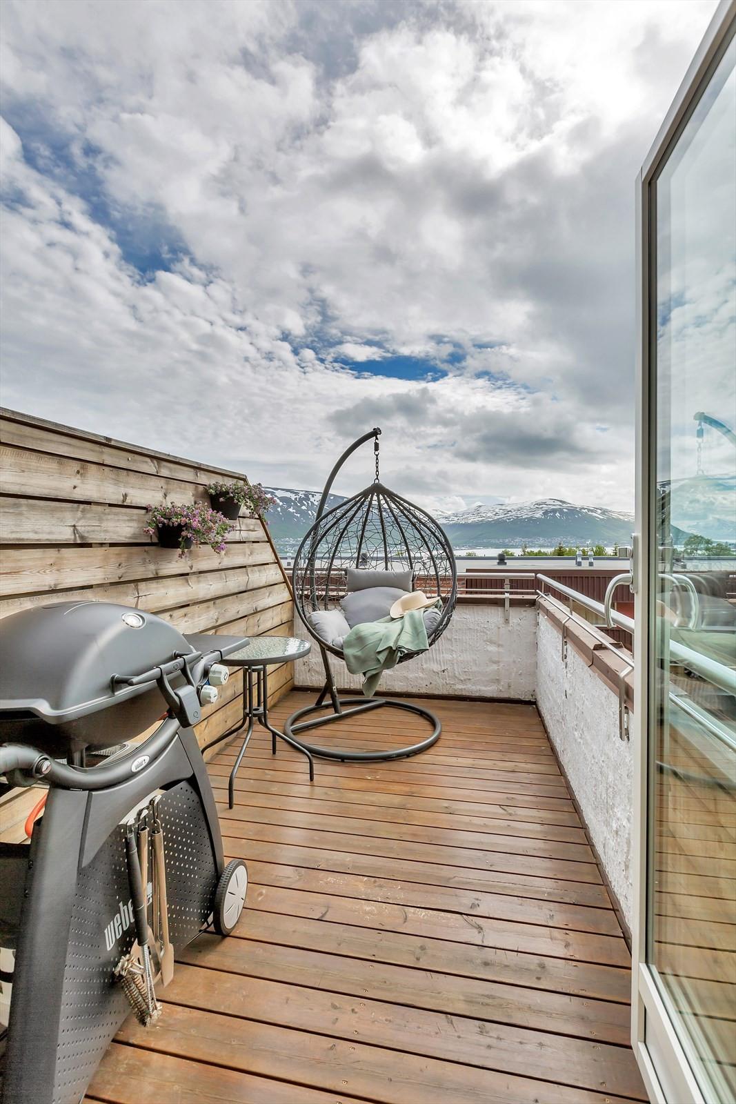 Sørvendt veranda med fantastiske sol- og utsiktsforhold