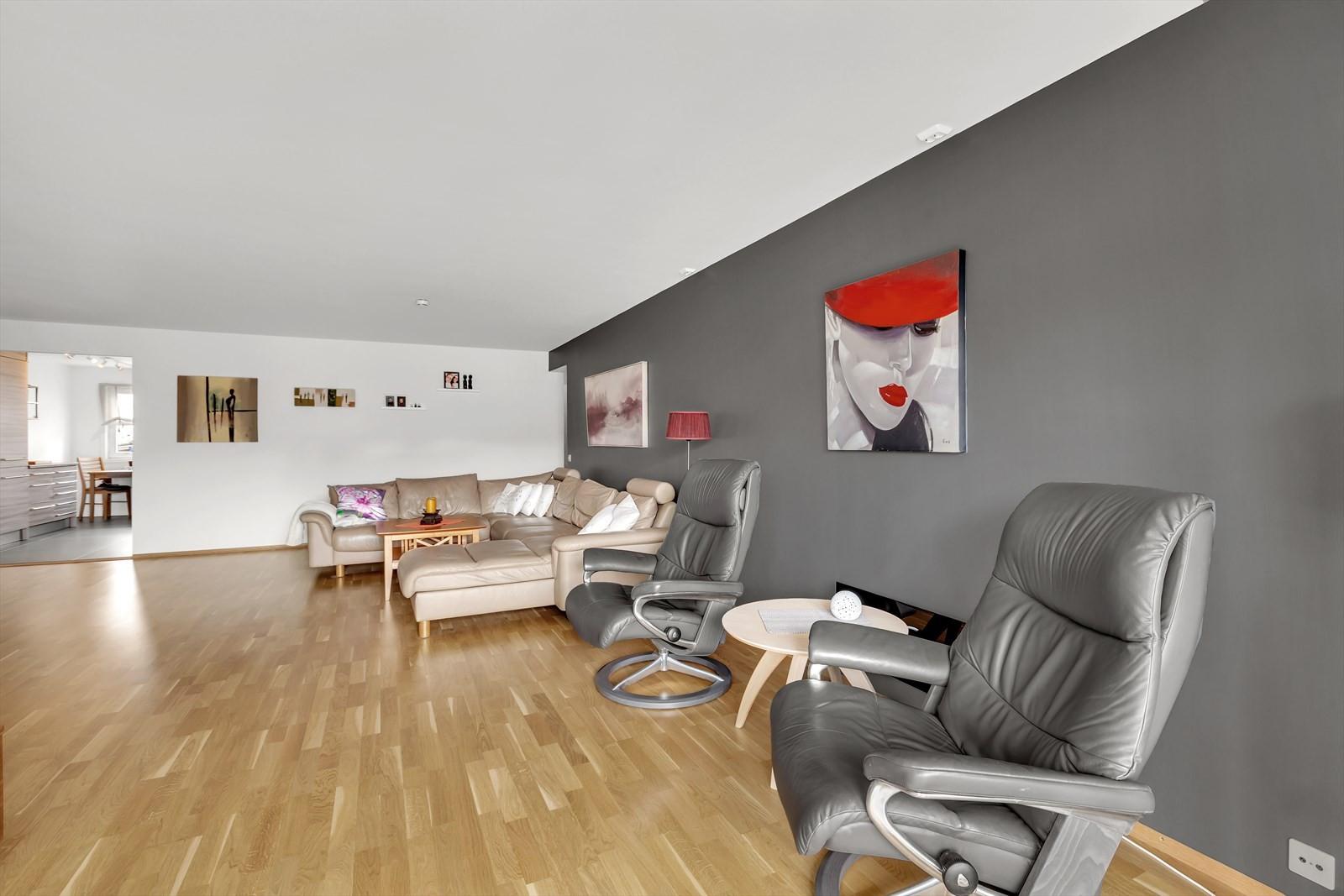 Stuen er malt i fine farger