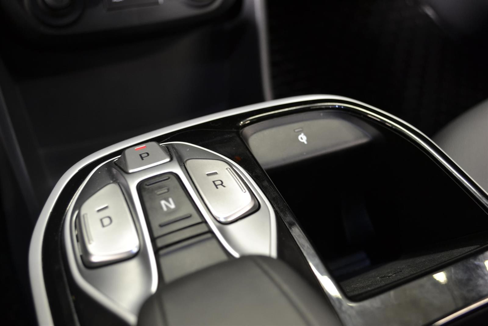 Hyundai Ioniq Slide 18