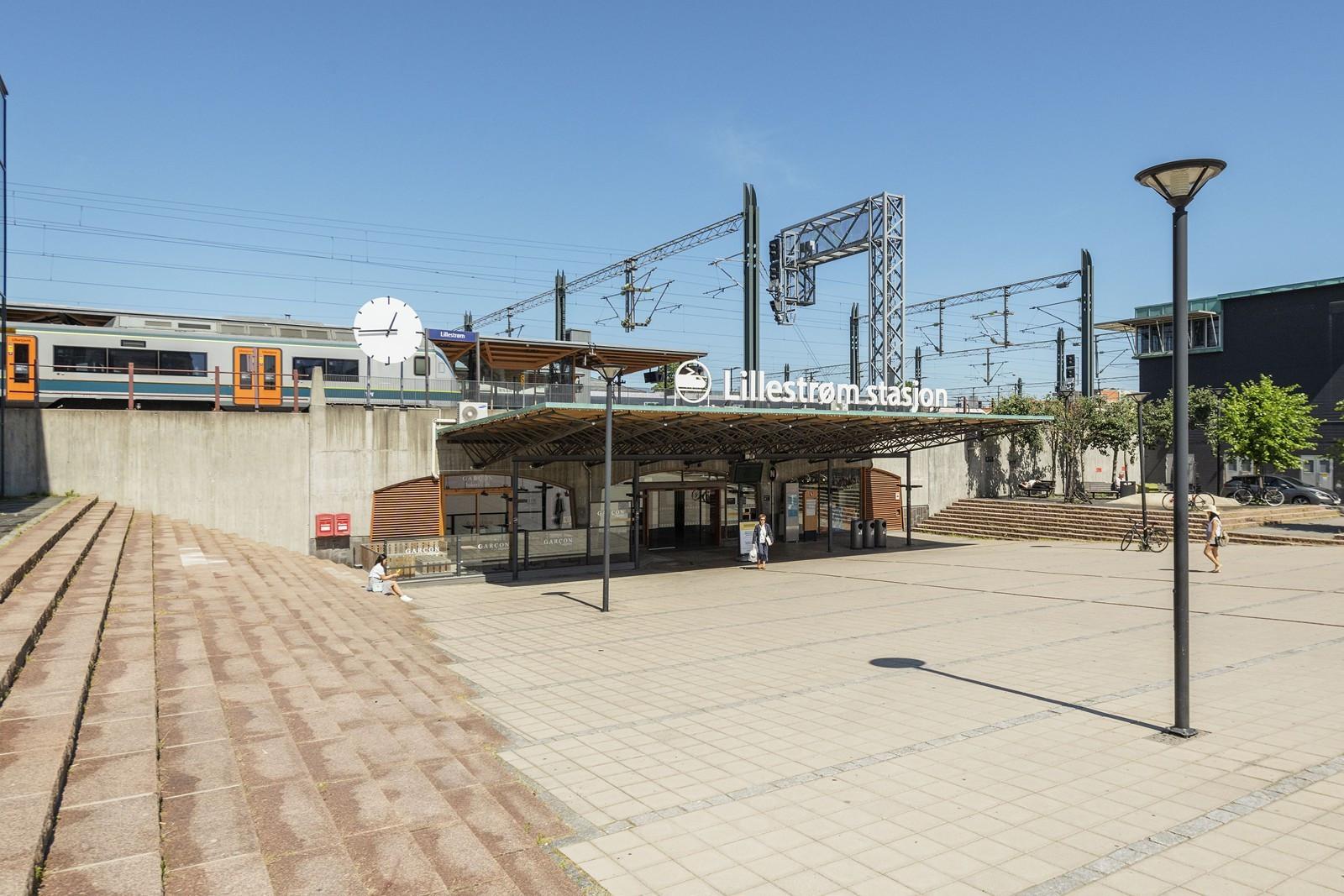 Lillestrøm kollektivterminal er etablert på andre siden av veien
