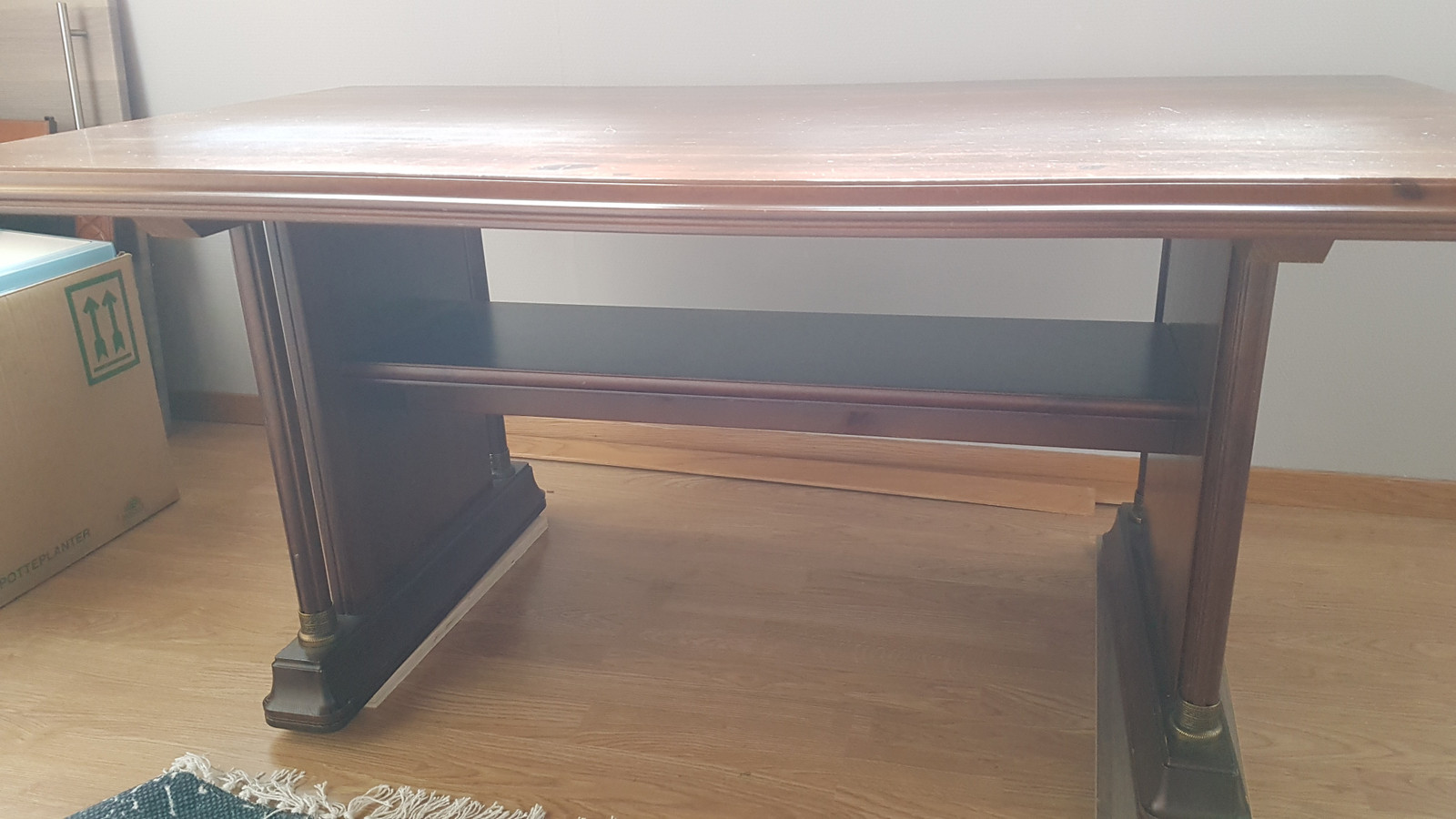 Fott gammelt skrivebord i heltre Eik | FINN.no