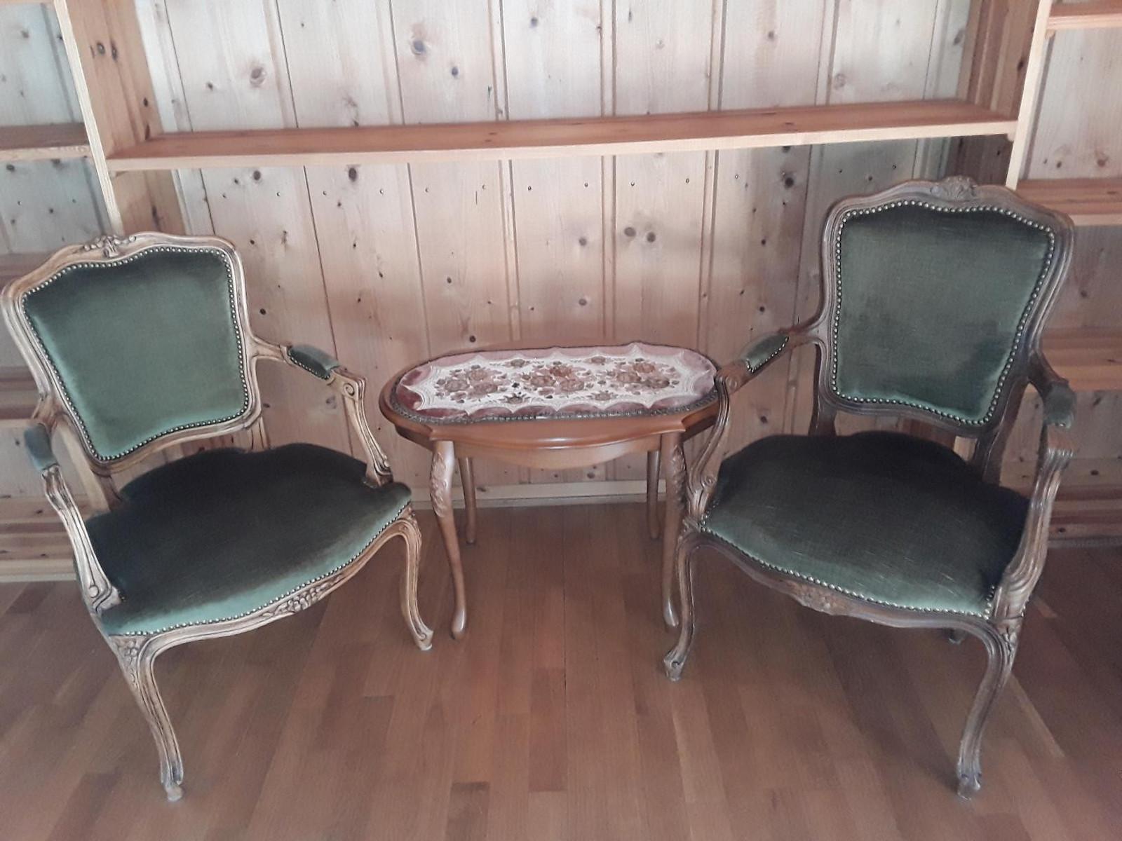 Ovalt lite spisebord med 6 teakstoler | FINN.no