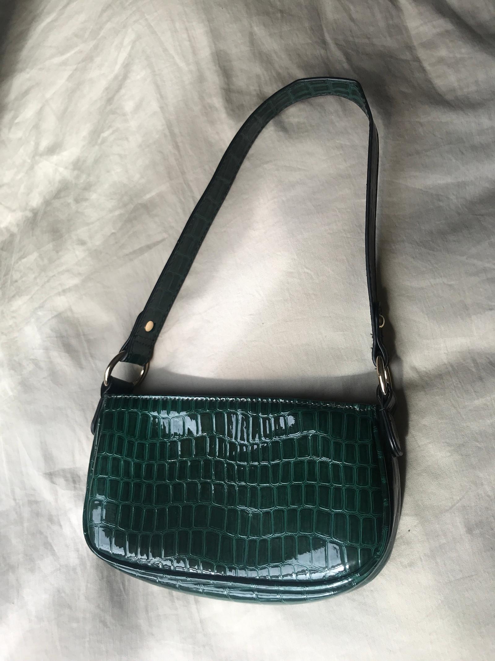 Mørk grønn mini veske | FINN.no
