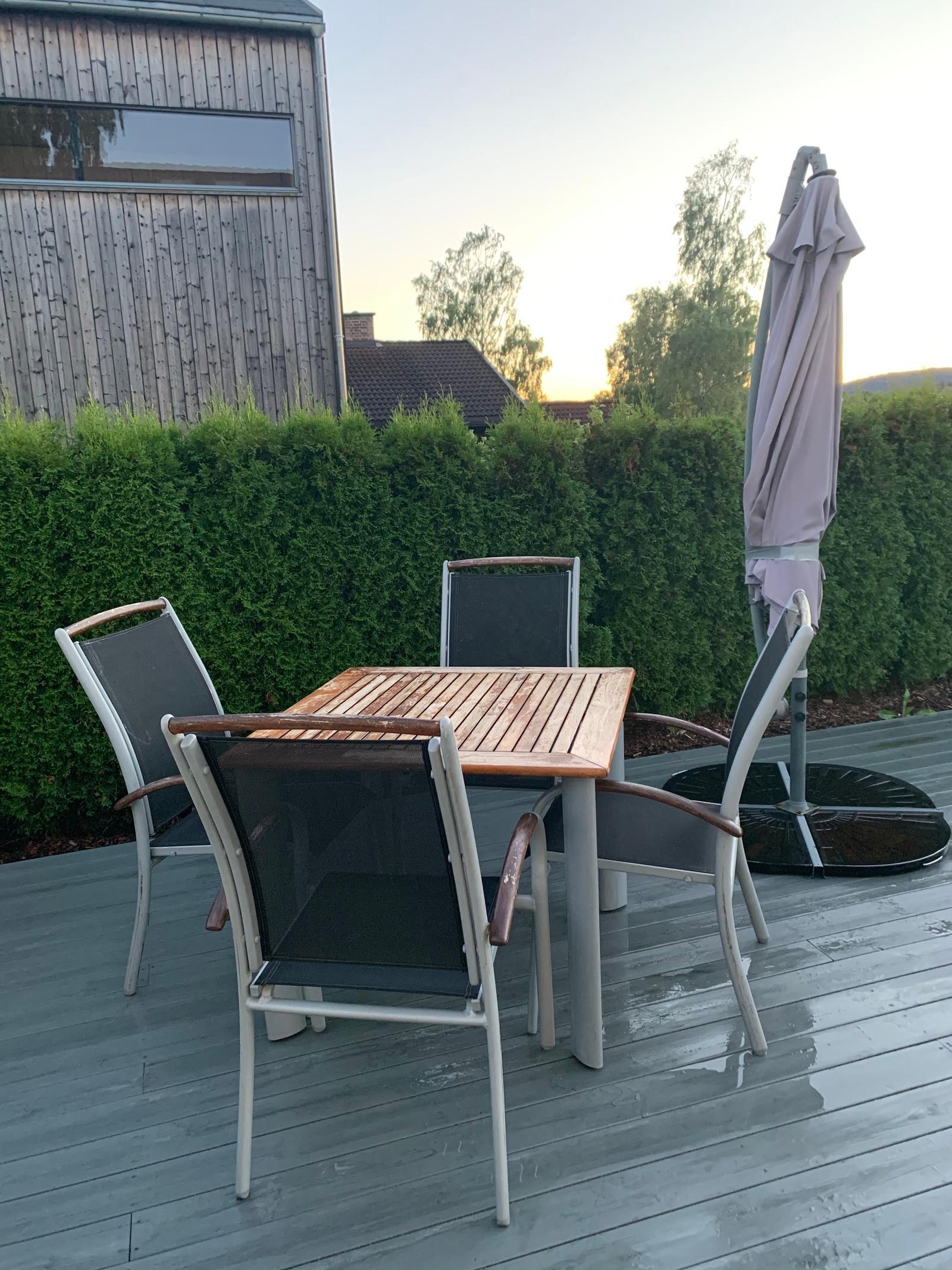 nonopbondholmen bord 2 stoler med