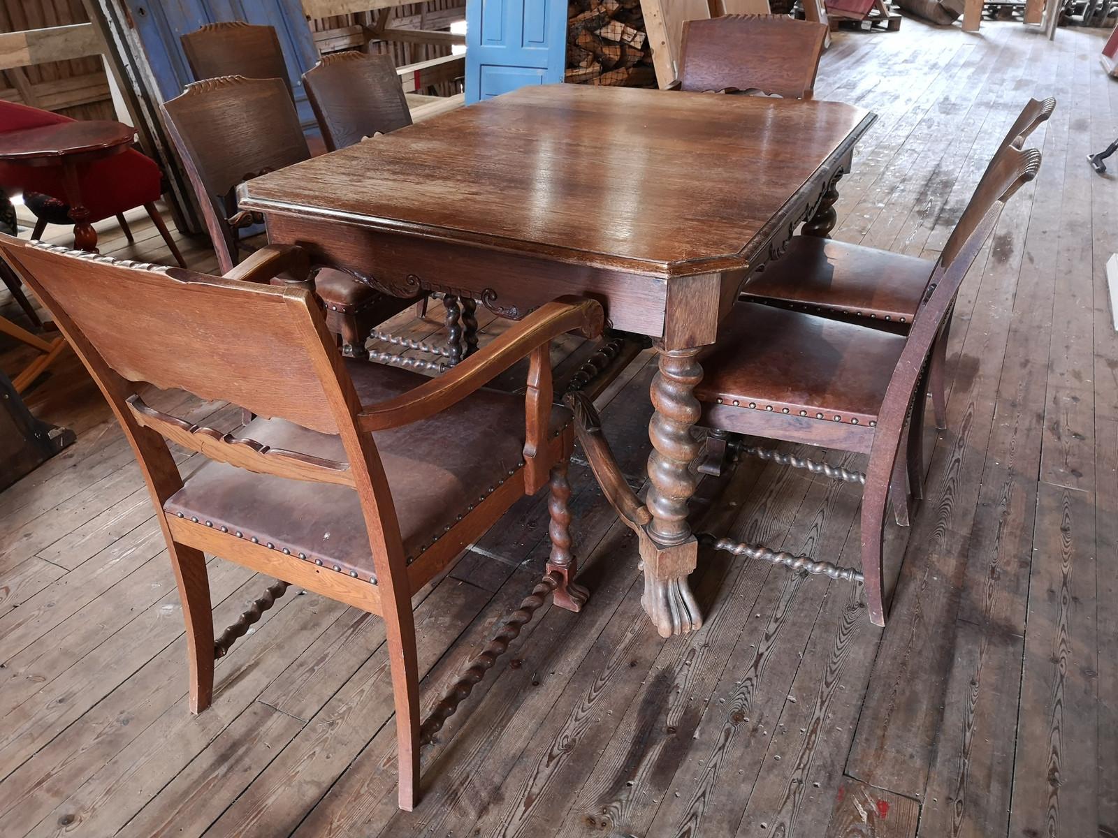 Gammelt renessansebarokk spisebord med 8 stoler | FINN.no