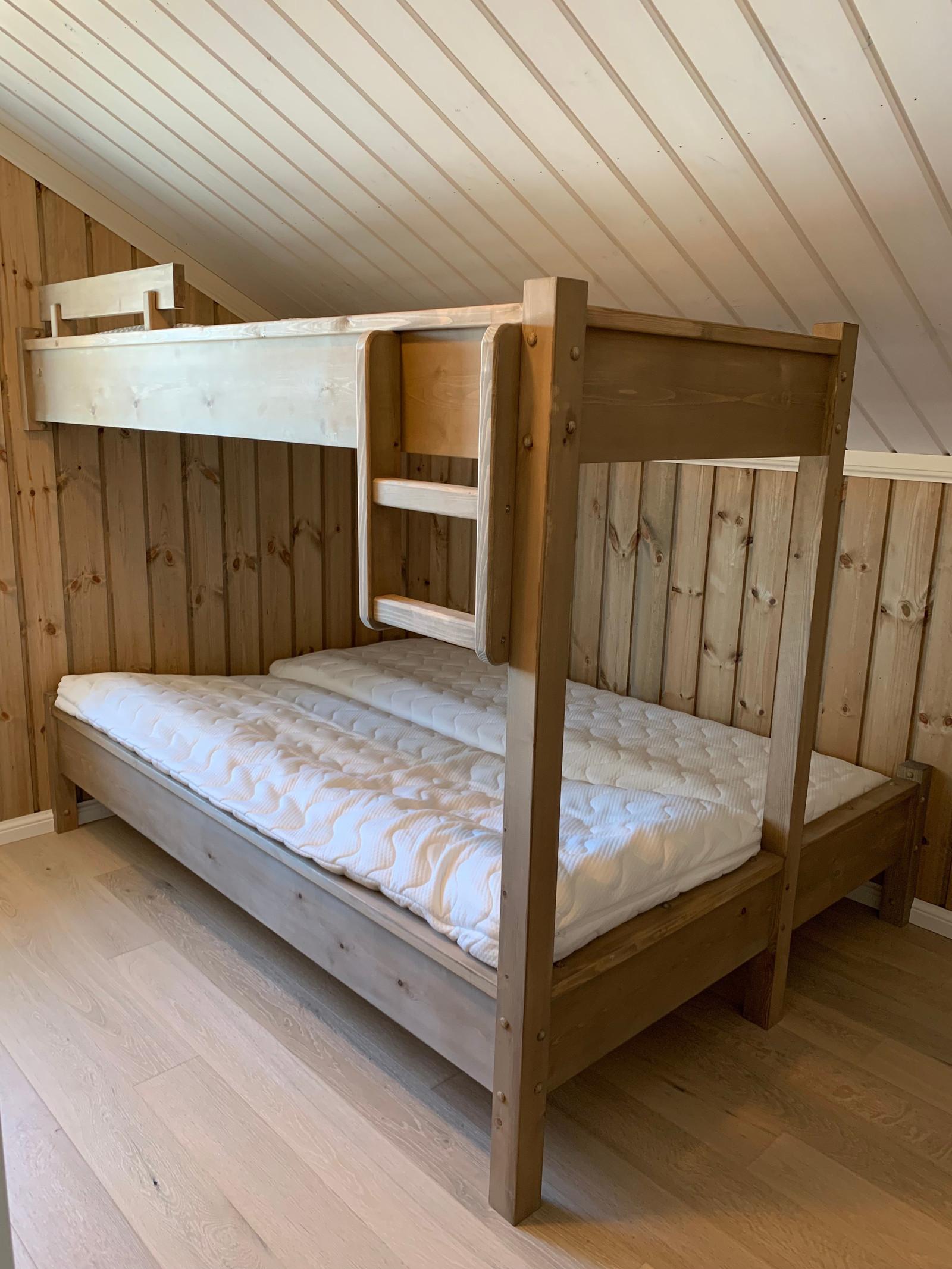 sov 3 og 4 i andre etasje. Kan levere tilpassette senger.