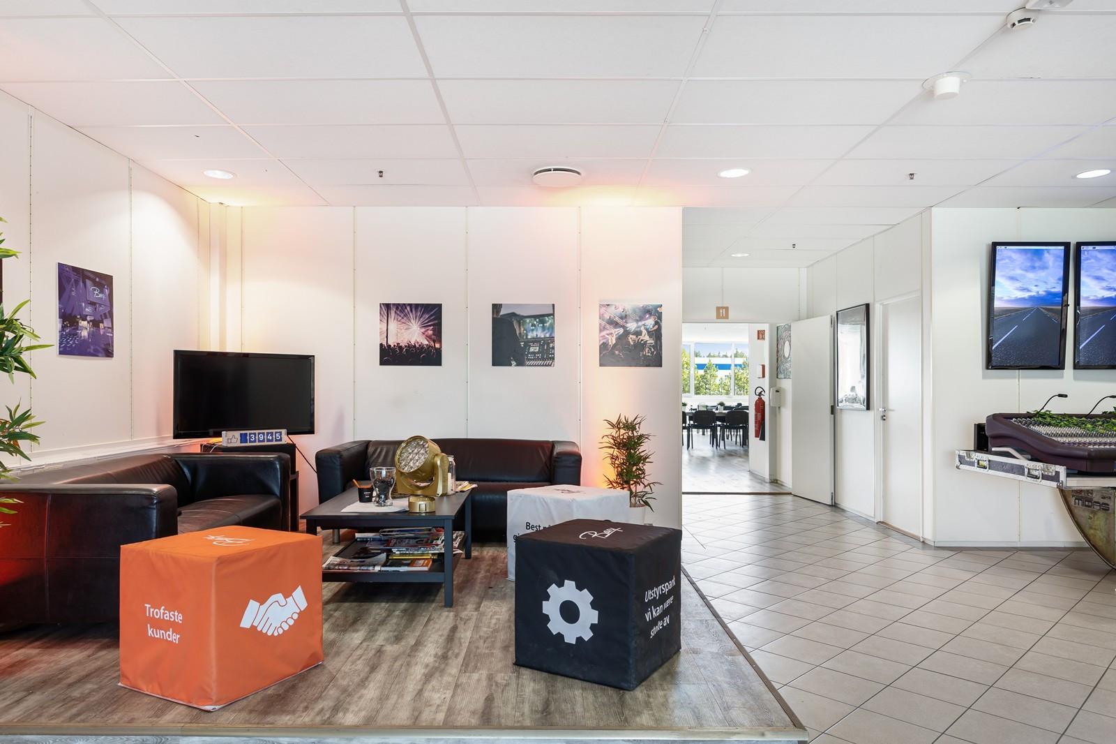 Mottaks-/fellesområde 2. etasje (kontoretasjen)