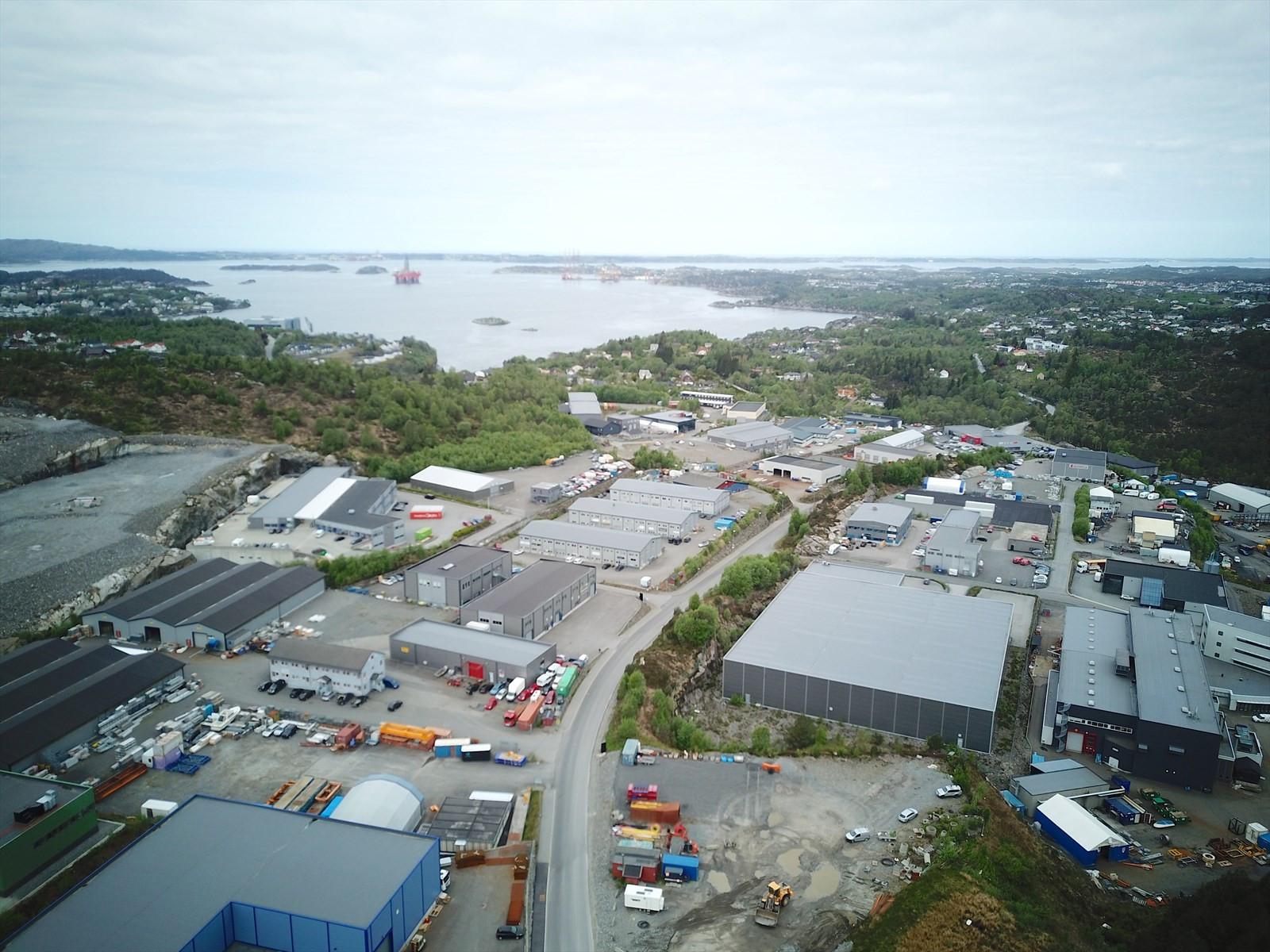 Storebotn Næringspark ligger flott til 7 km nord for Kleppestø og 20 km fra Bergen sentrum.
