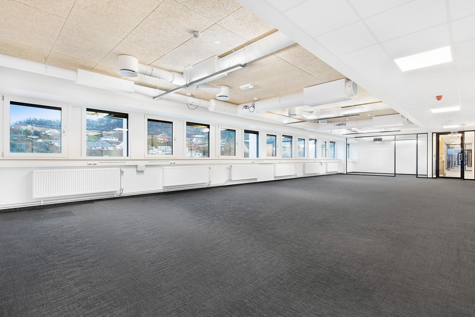 Gjennomgående kontorlokaler i 1. etg.
