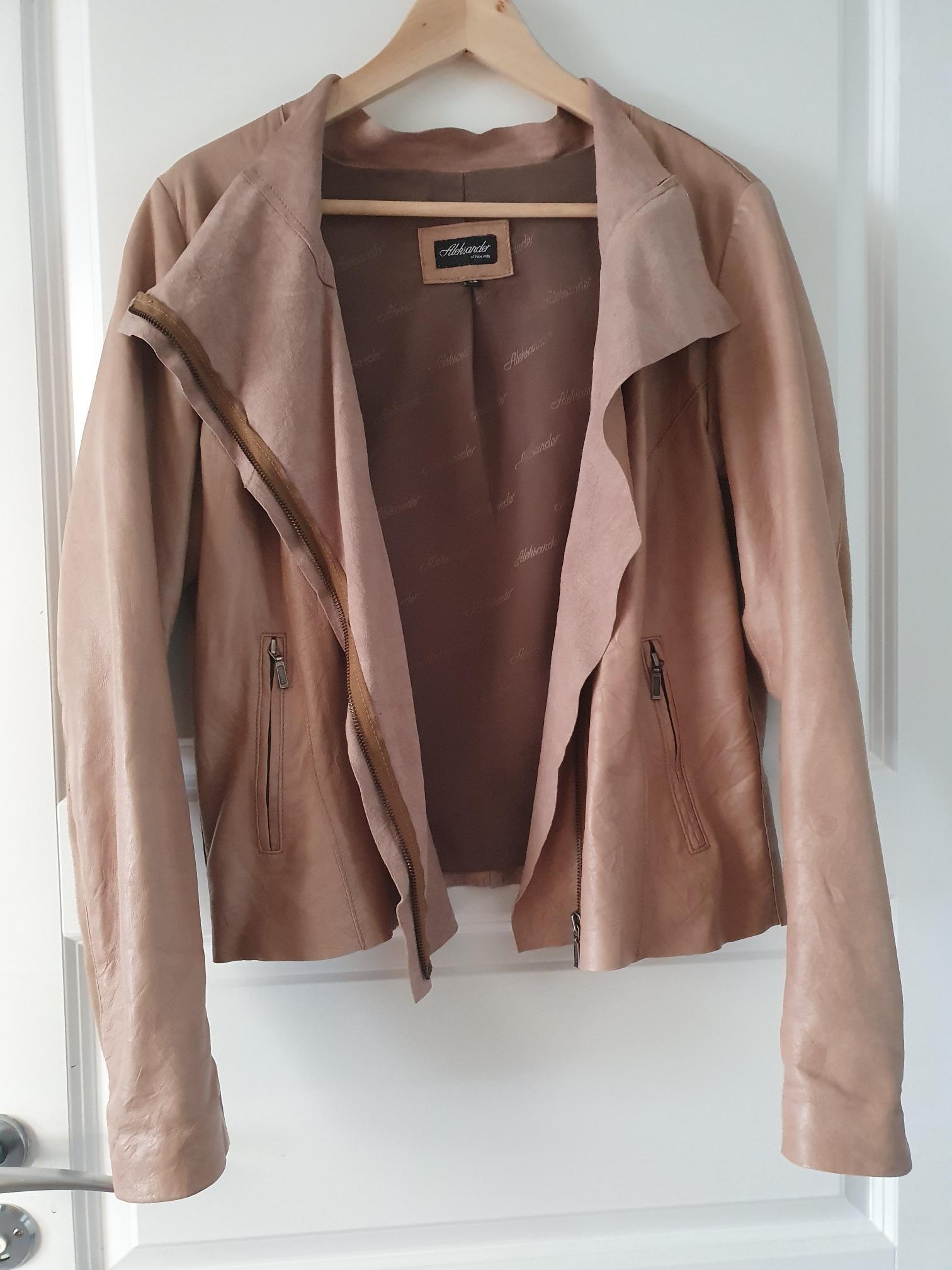 Fin Alexander skinnjakke i mørke brun farge | FINN.no