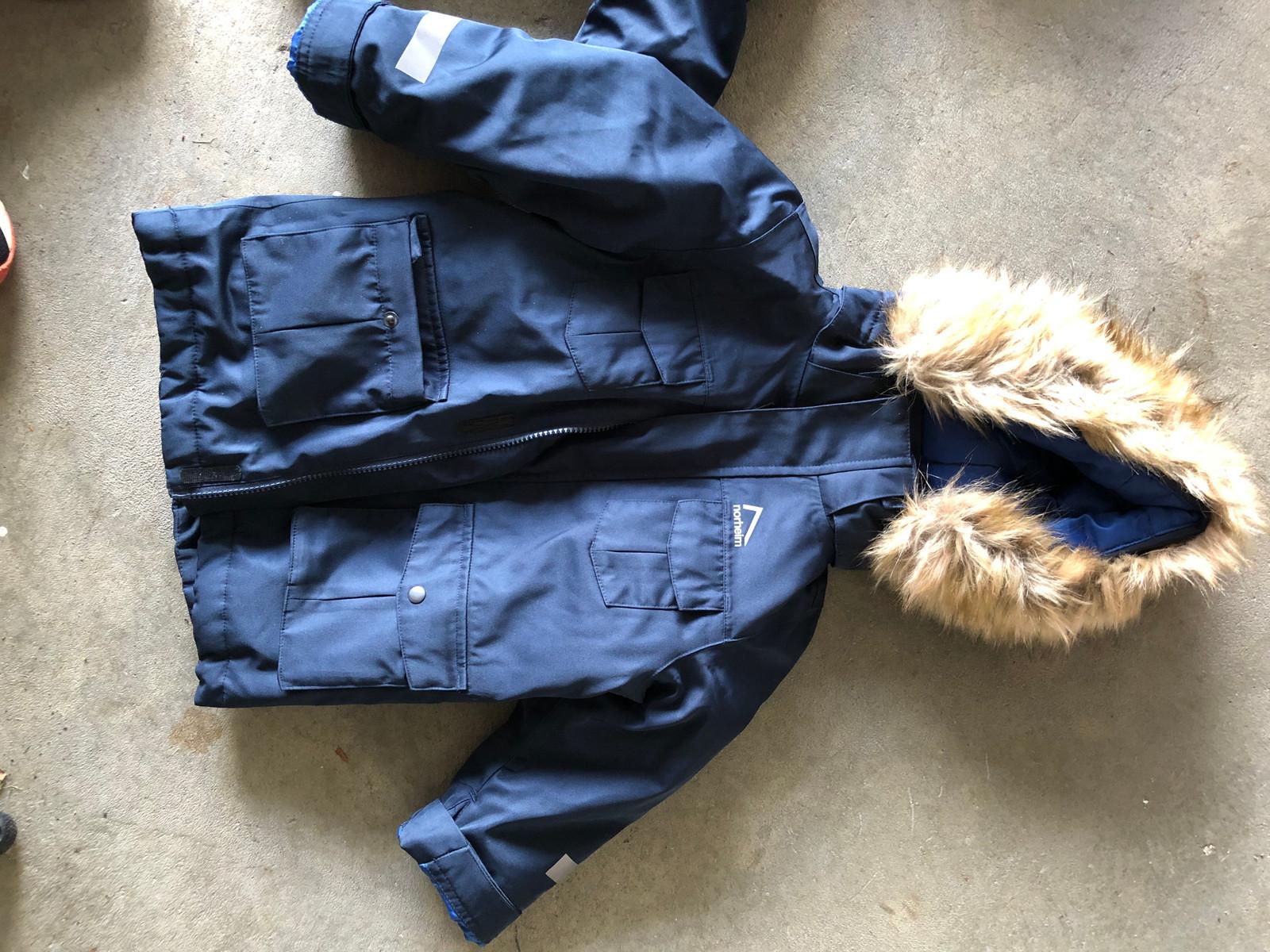 Canadiens jakke med flott pels på hetten 12 år   FINN.no