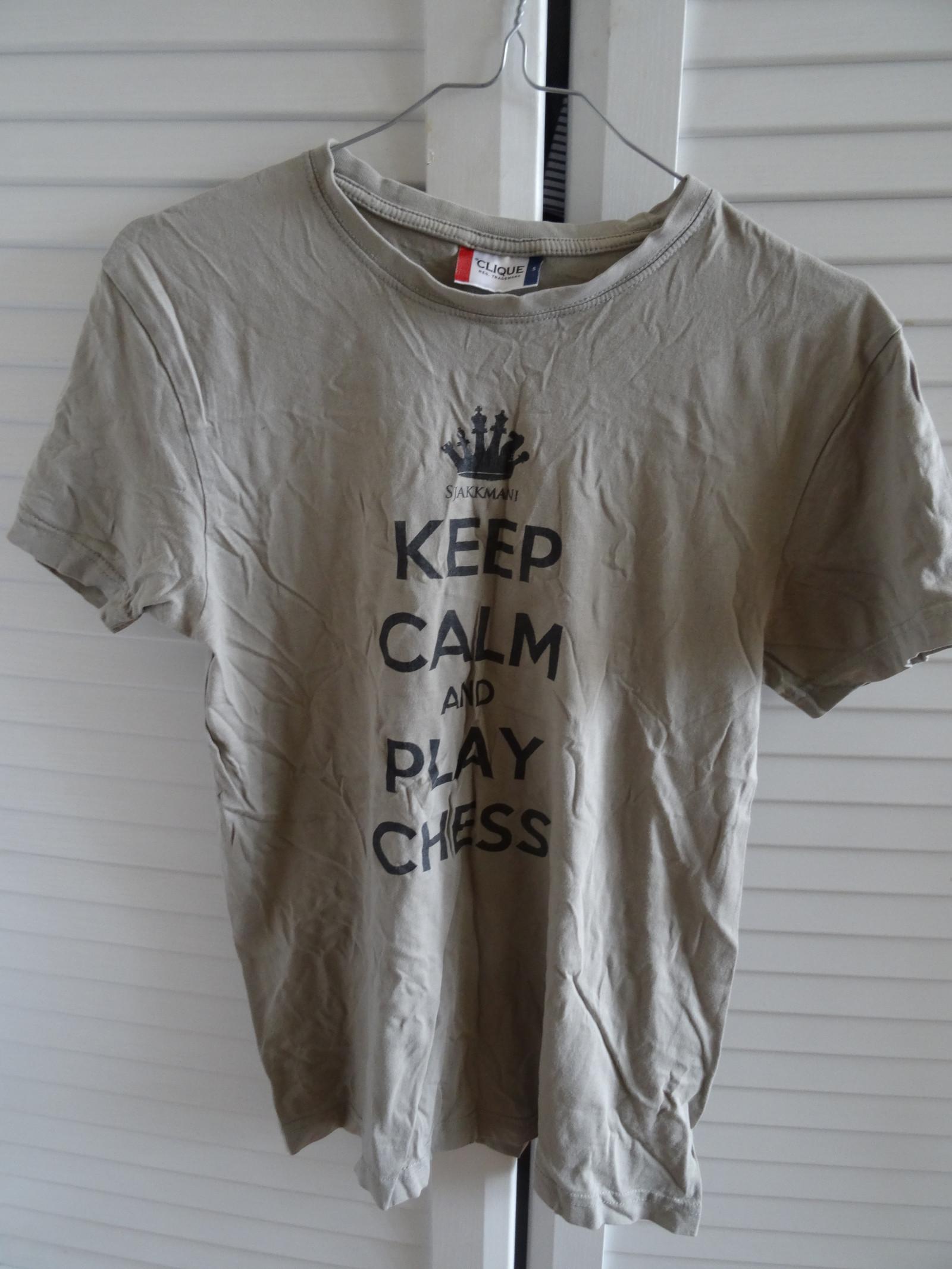 Sjakk T shirt S | FINN.no