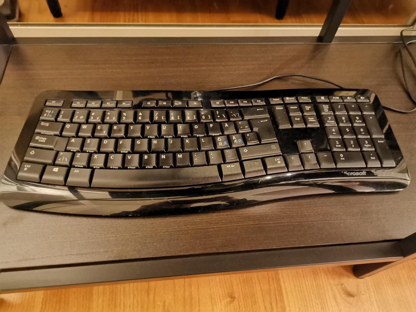 Microsoft comfort curve keyboard 3000 | FINN.no