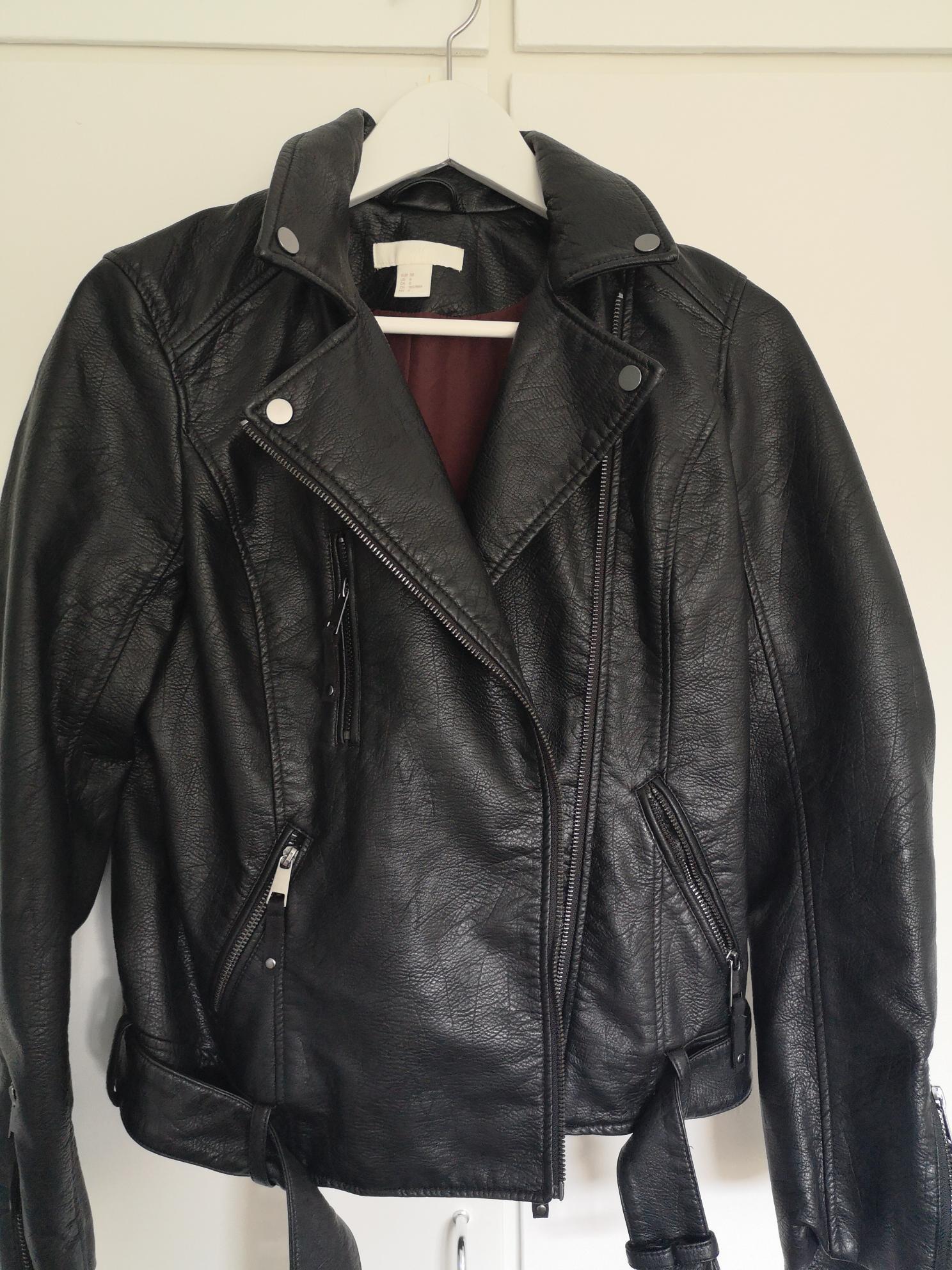 Skinnjakke biker jakke fra BikBok i imitert skinn | FINN.no