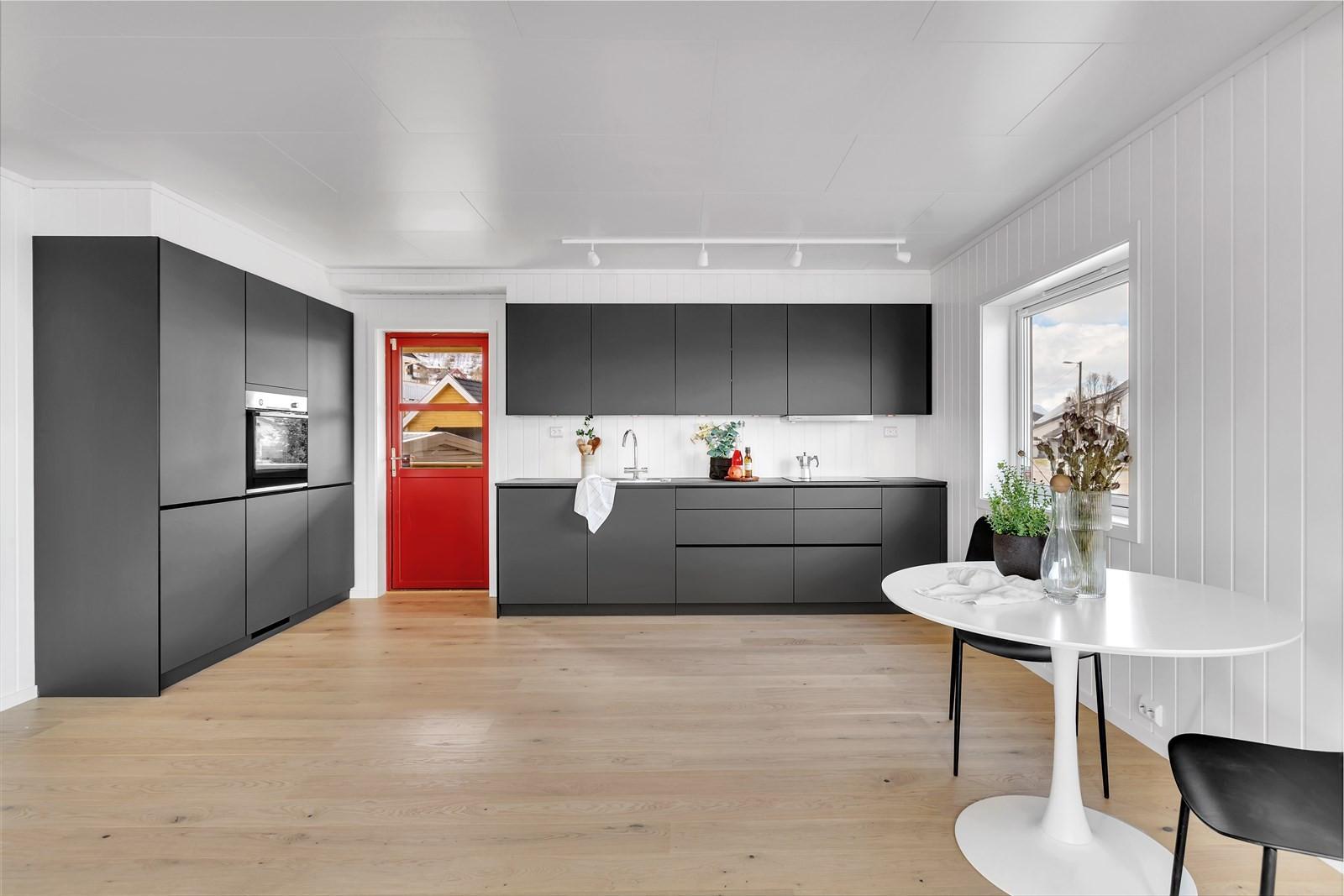 Nytt kjøkken med integrerte hvitevarer