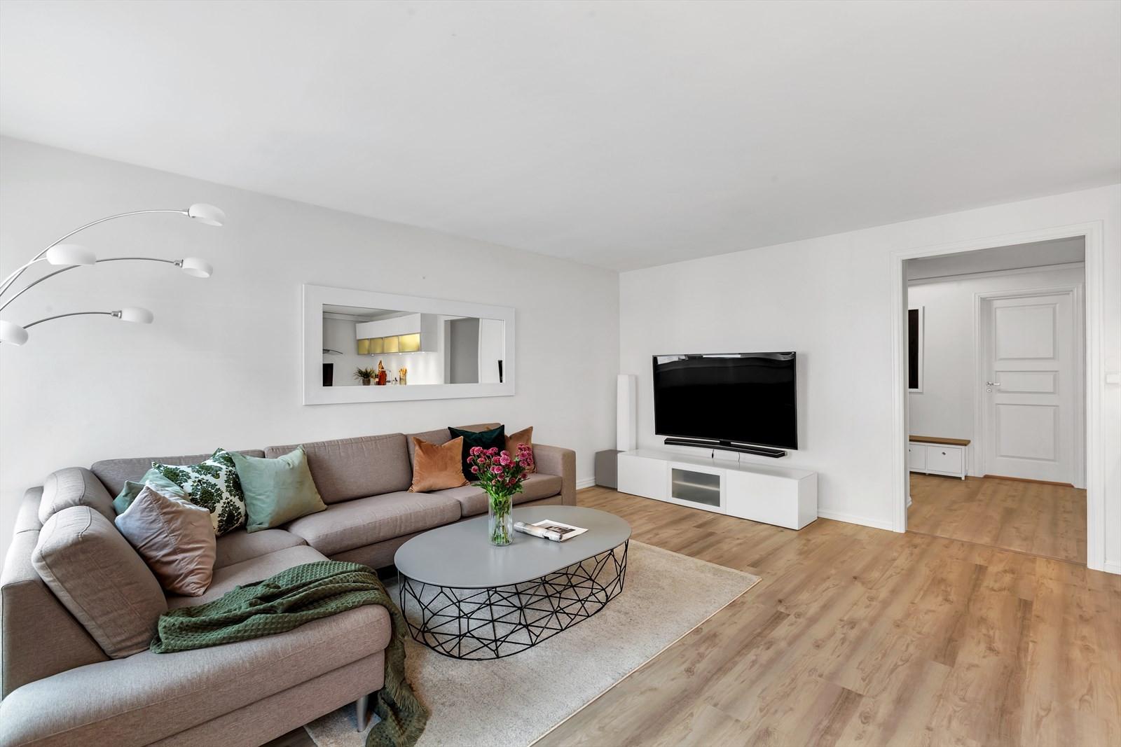 Bakre del av stuen. Perfekt TV-vegg.